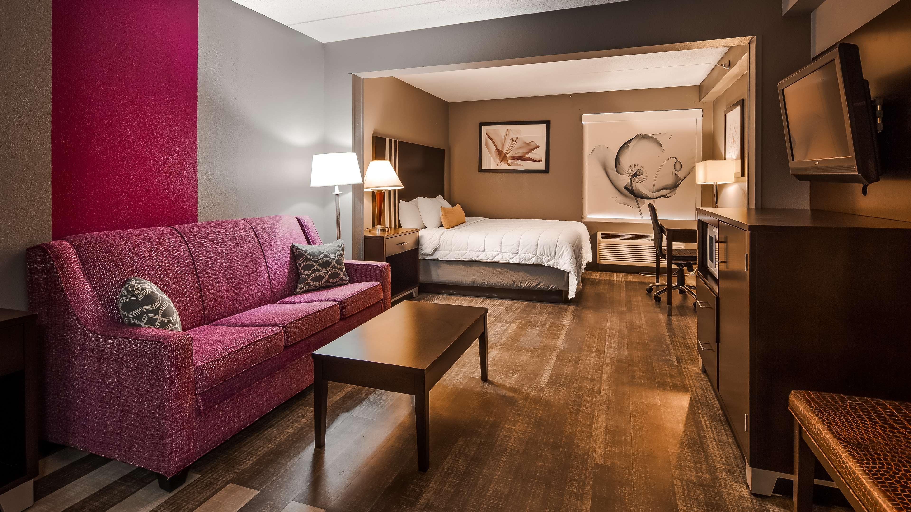 Best Western Plus Greensboro Airport Hotel image 7