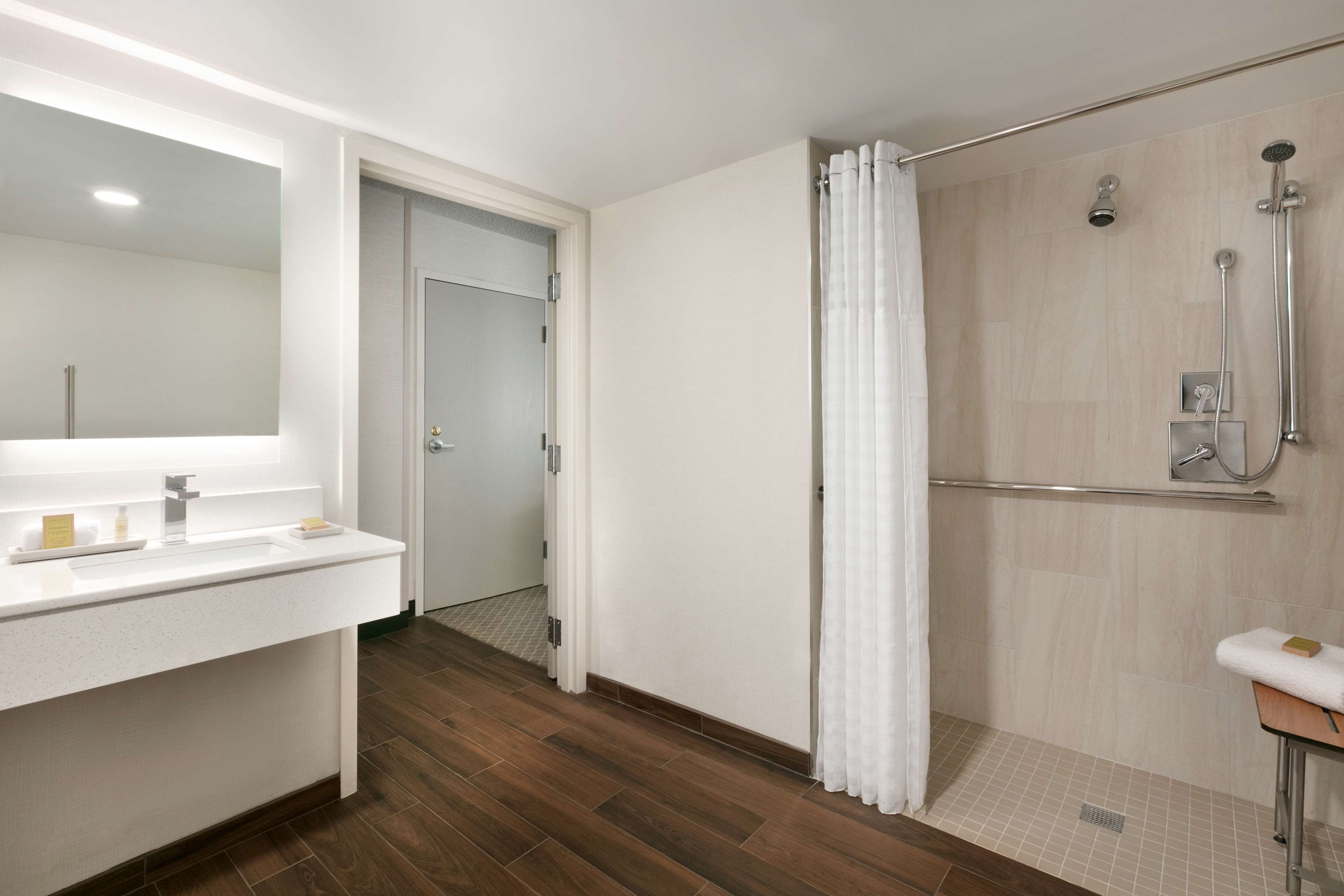 DoubleTree by Hilton McLean Tysons image 15