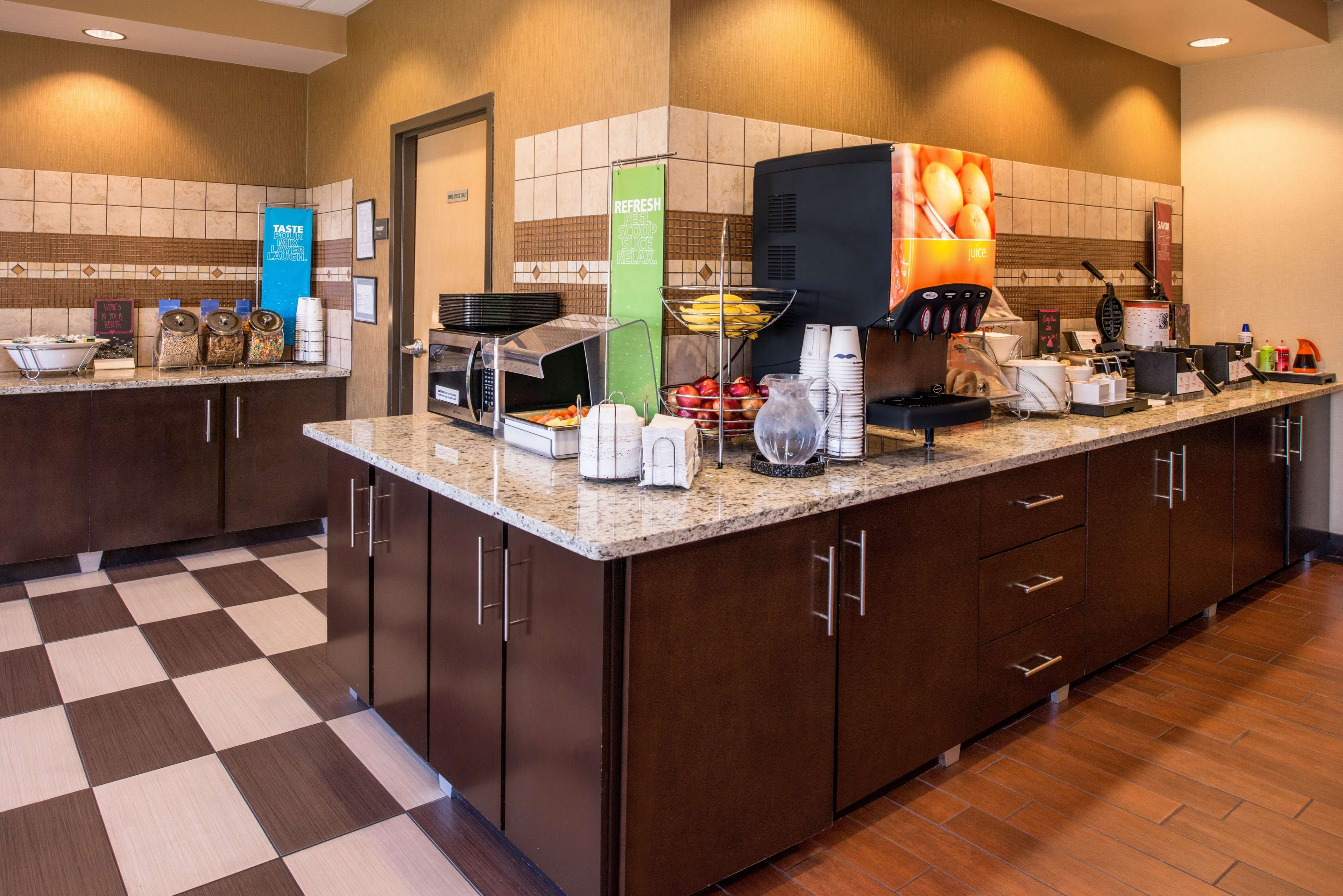 Hampton Inn San Antonio-Northwoods image 8