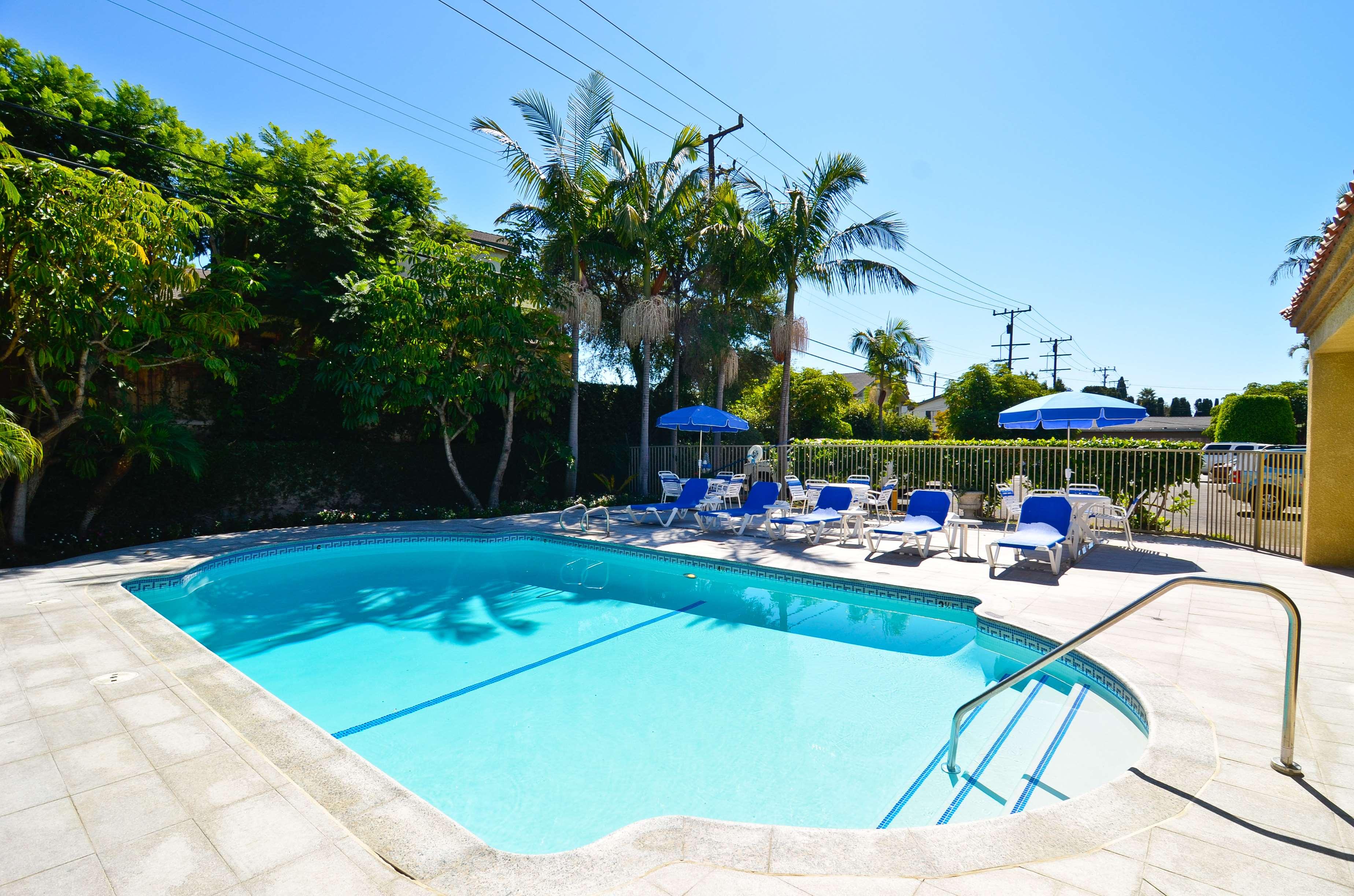 Best western plus newport mesa inn costa mesa ca for Mesa swimming pool