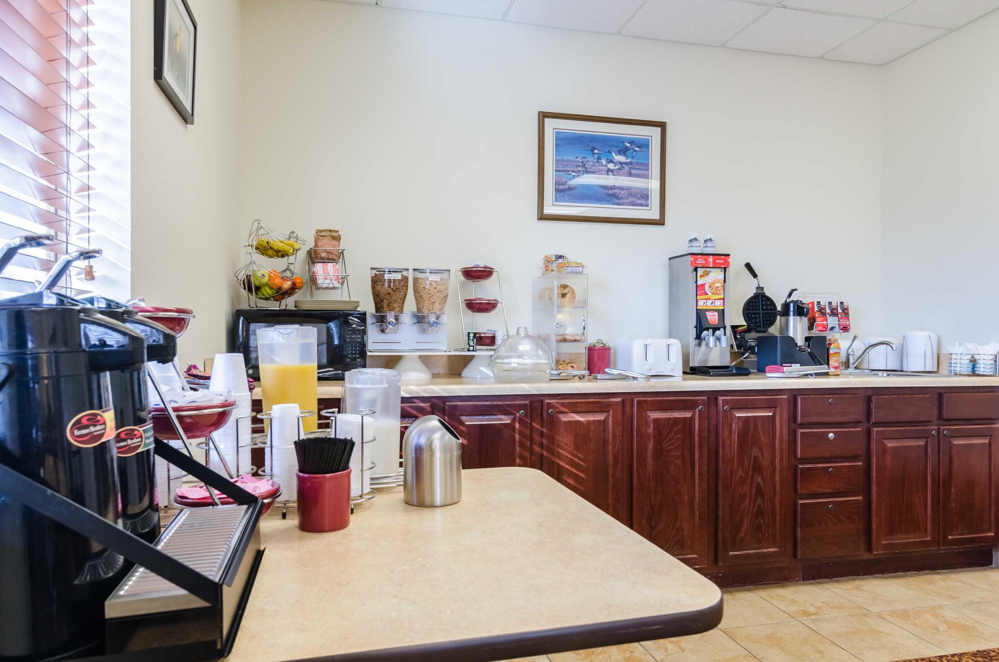 Rodeway Inn & Suites image 27