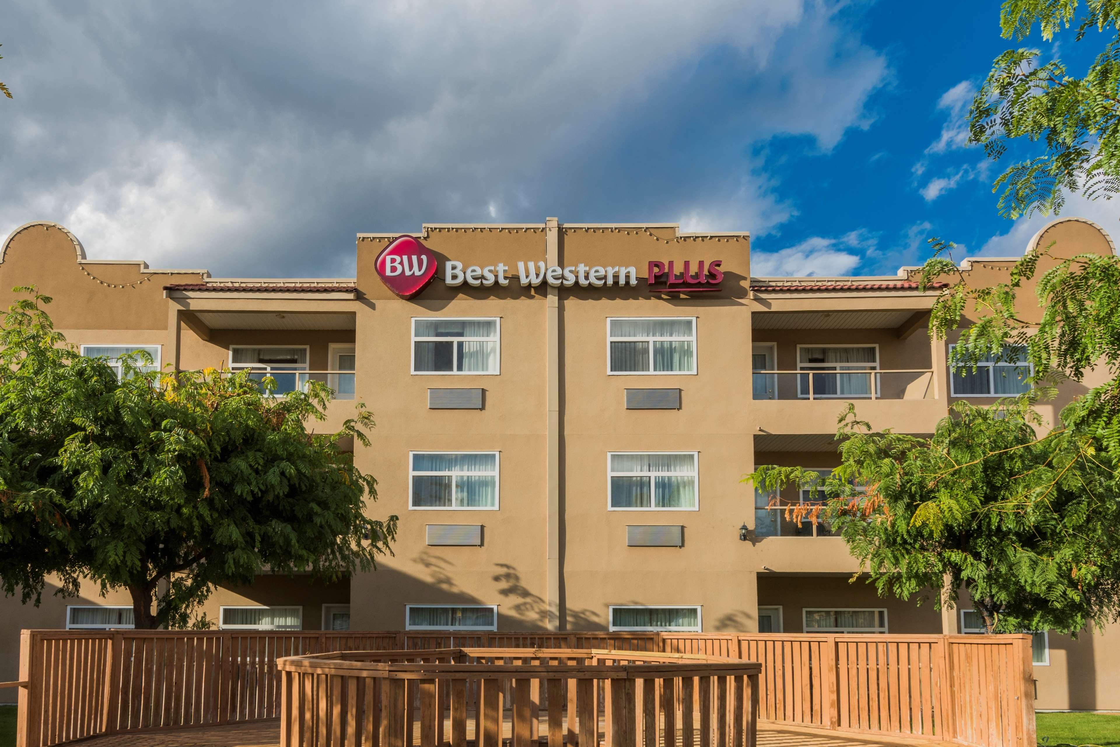 Best Western Plus Sunrise Inn - Hotels  Osoyoos