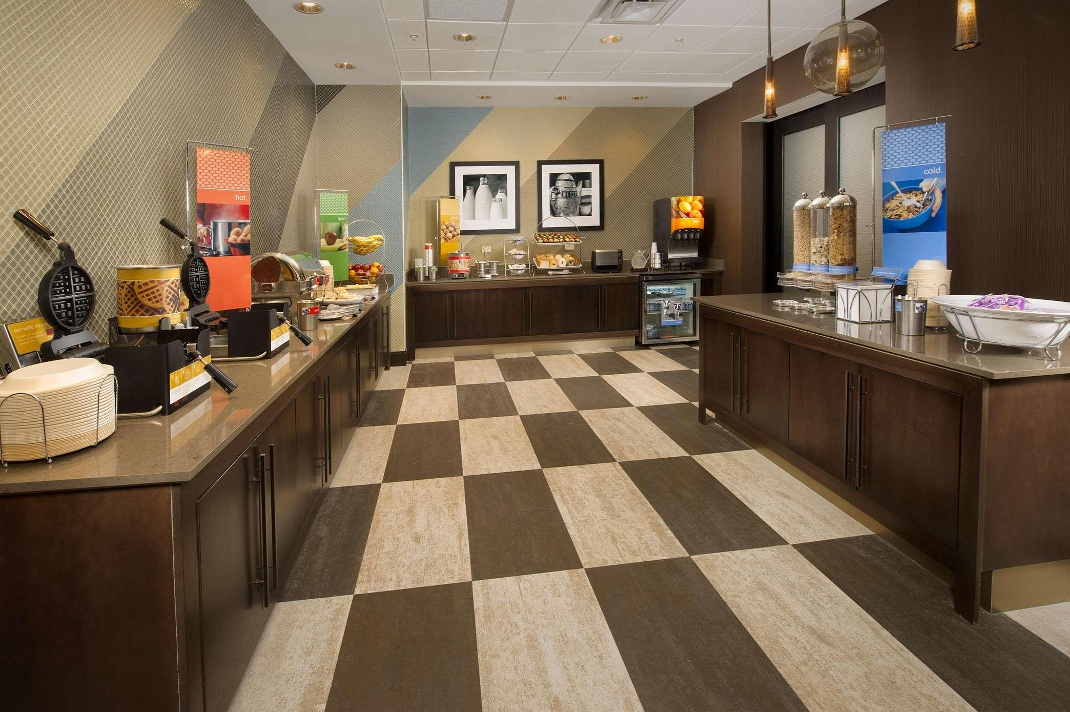 Hampton Inn & Suites San Antonio-Downtown/Market Square image 7