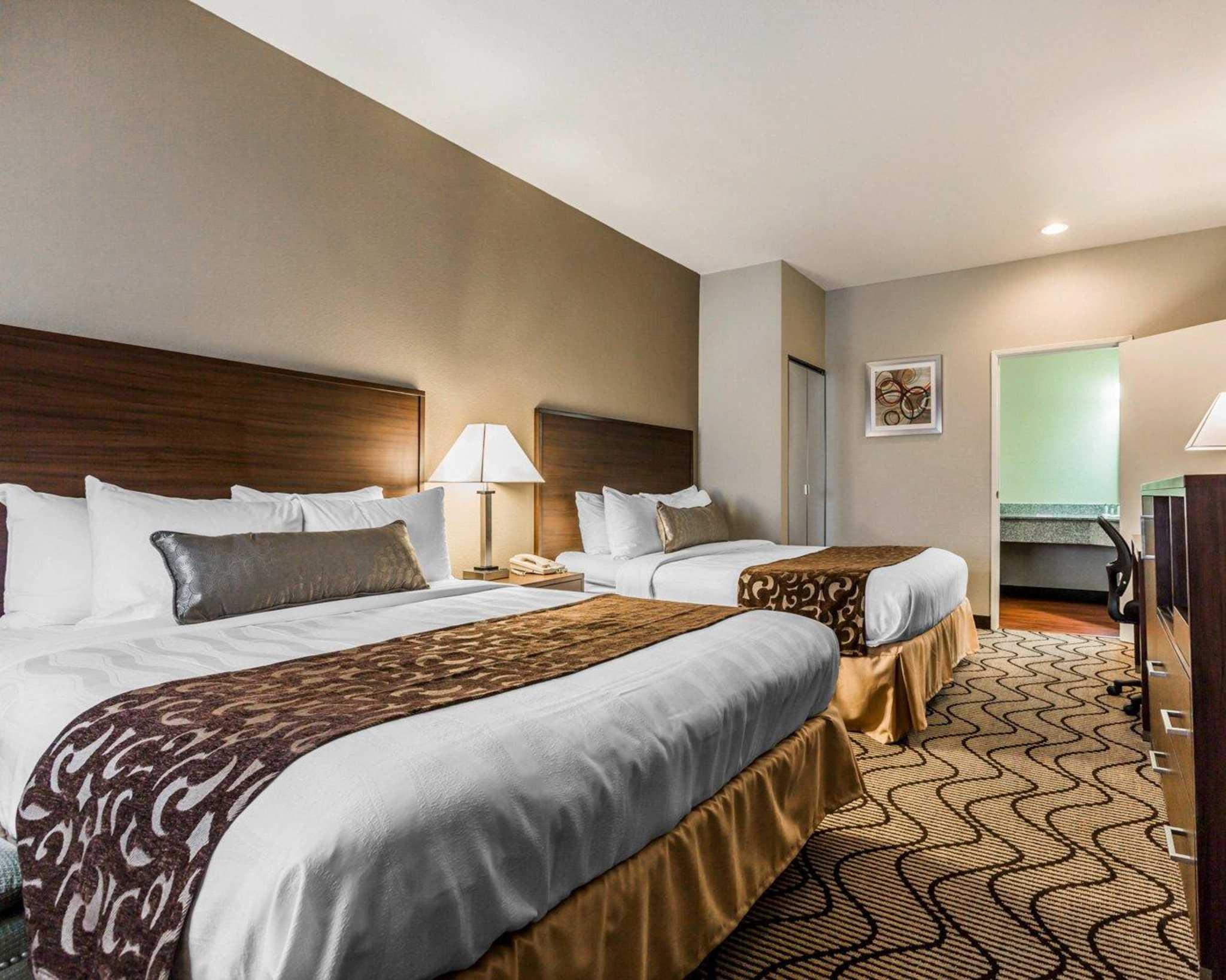 Comfort Inn & Suites Orange County John Wayne Airport image 4