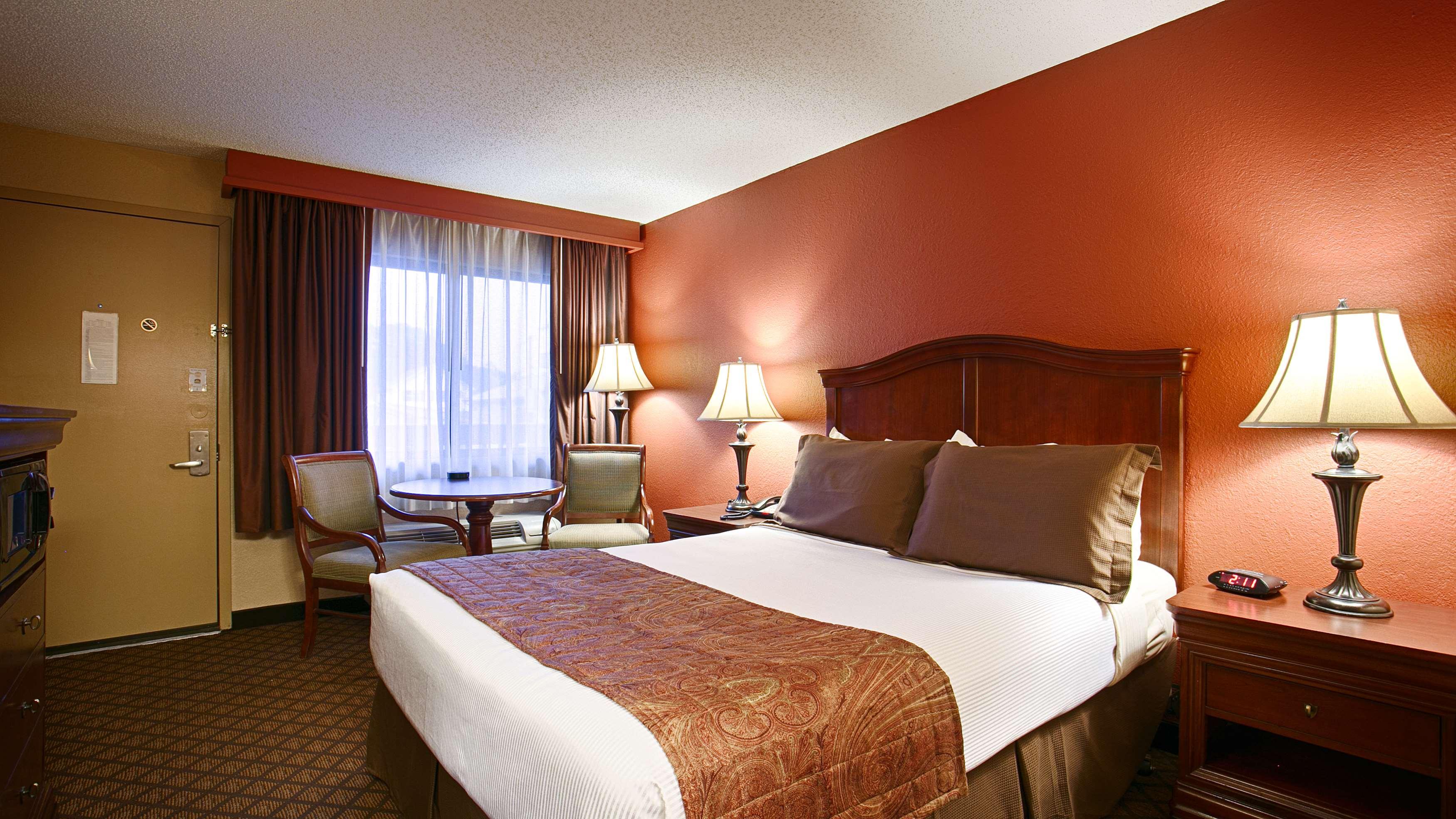 Best Western Plus Landing View Inn & Suites image 15