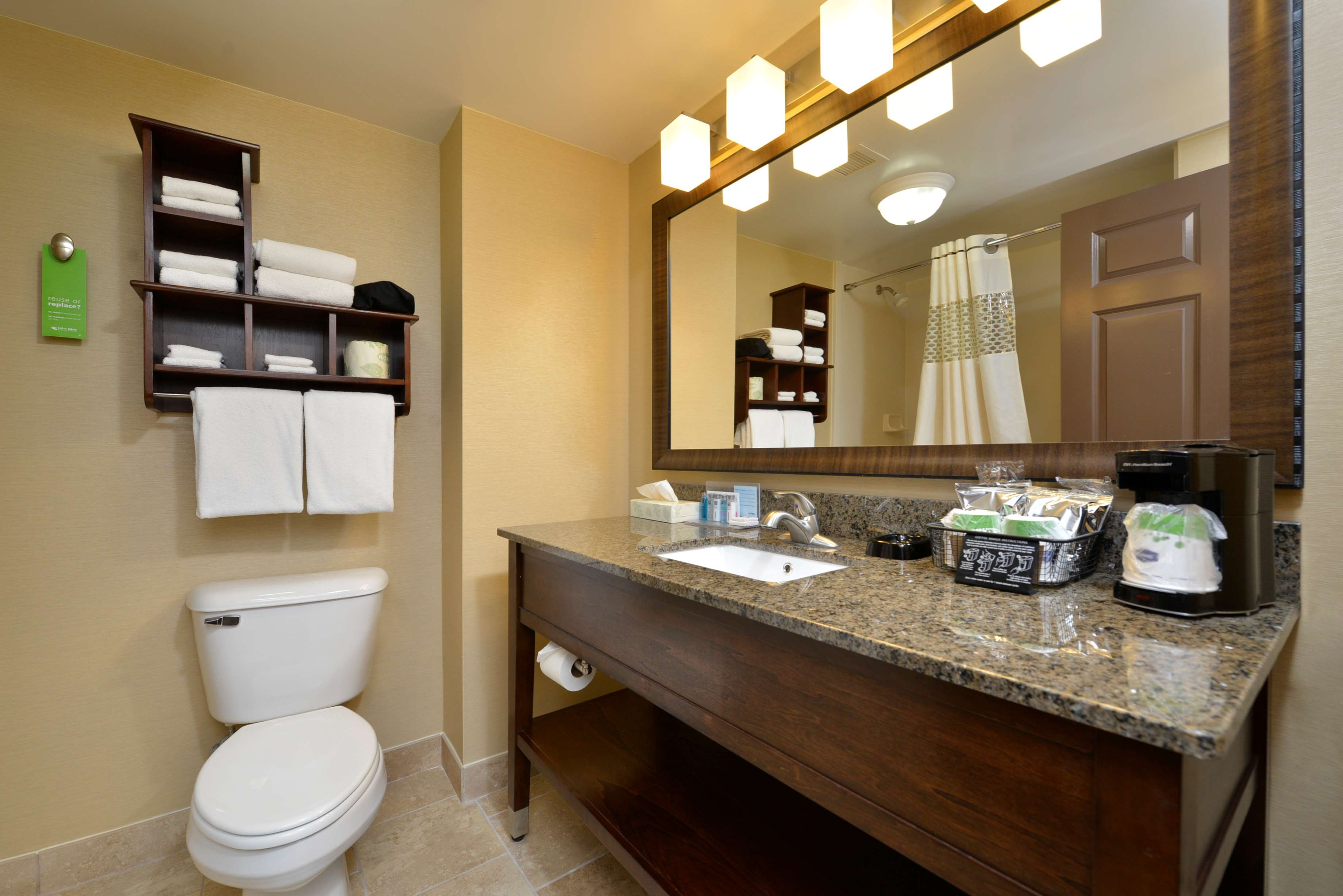 Hampton Inn East Aurora image 33