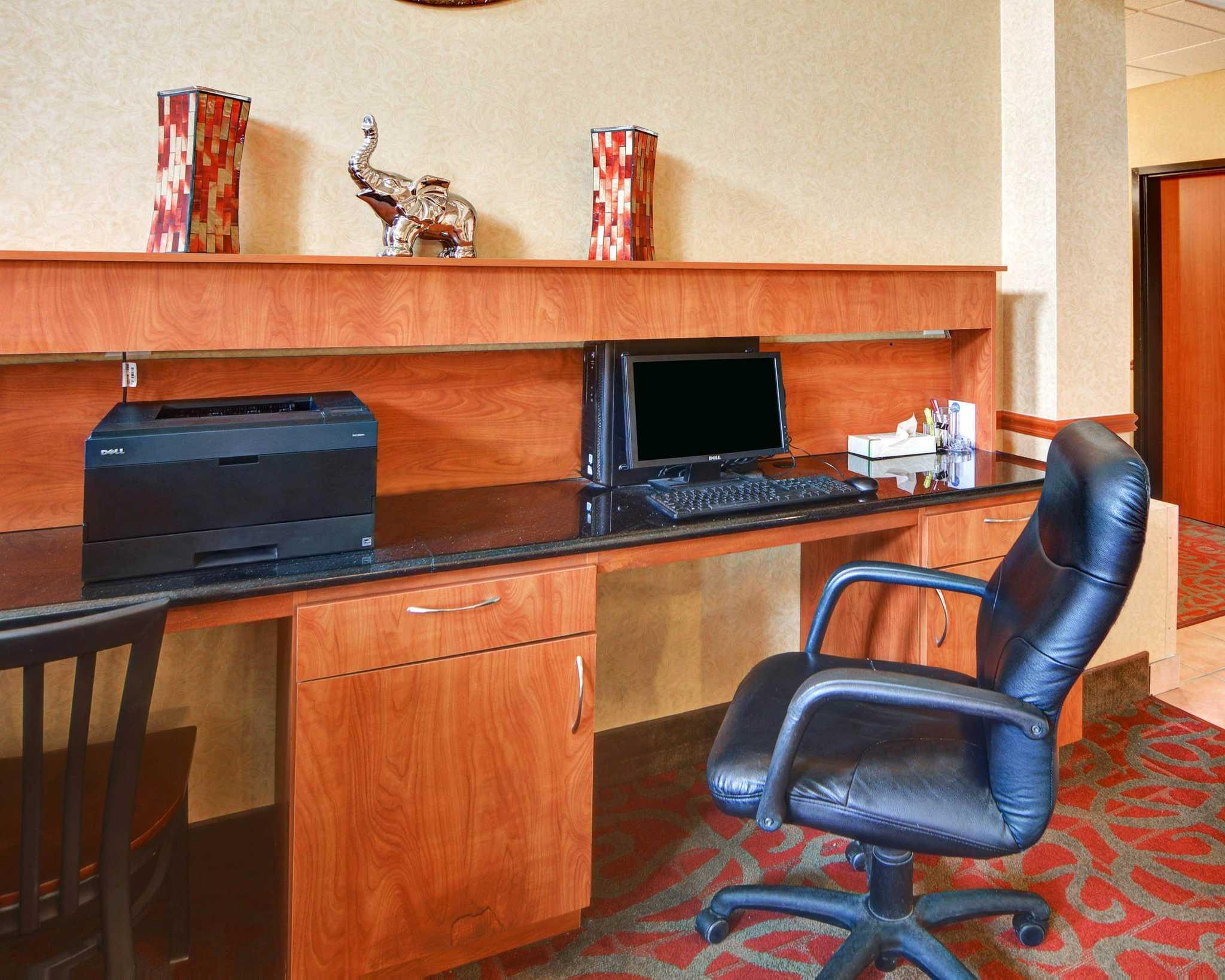 Comfort Suites Near Cedar Creek Lake image 37