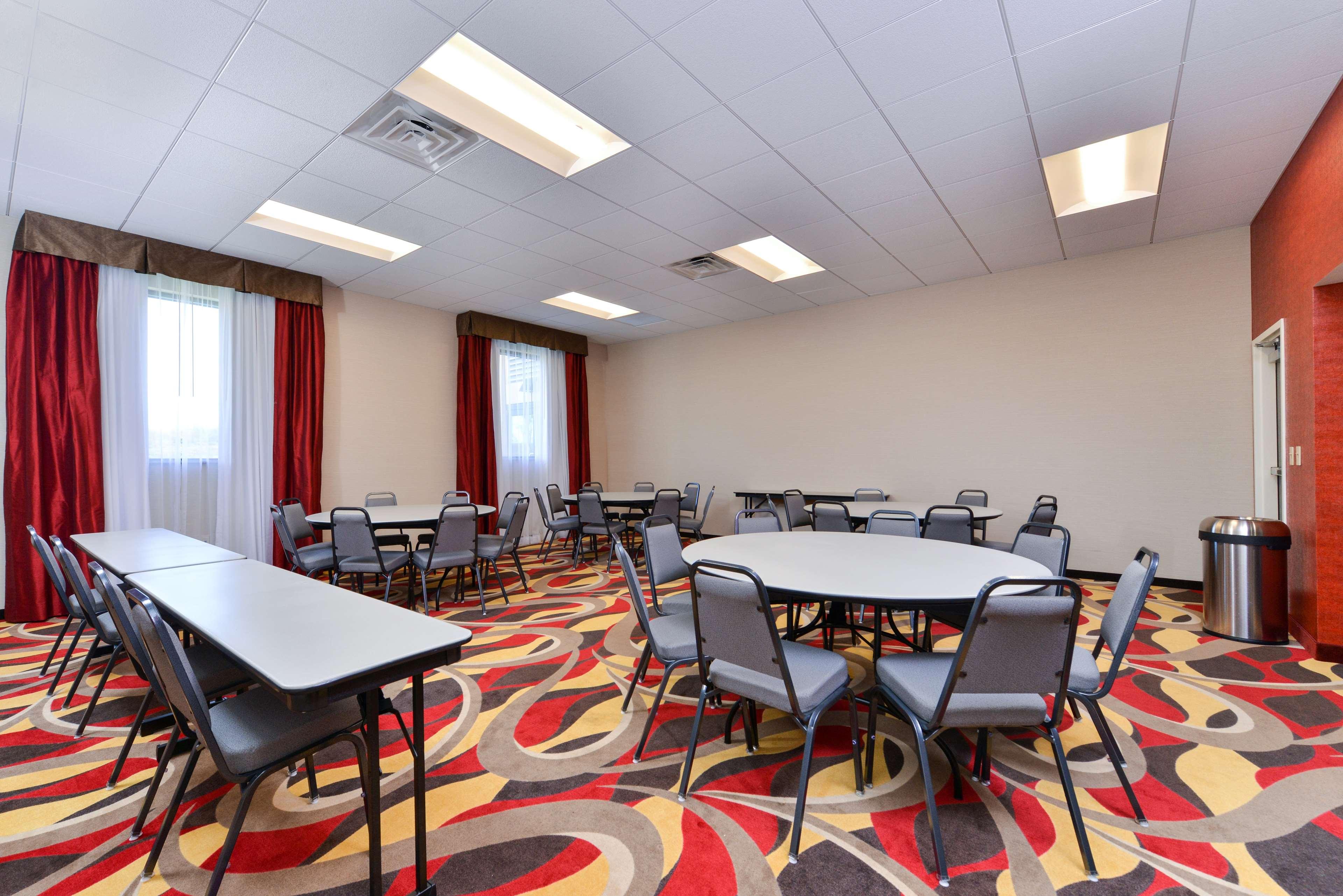 Hampton Inn & Suites California University-Pittsburgh image 29