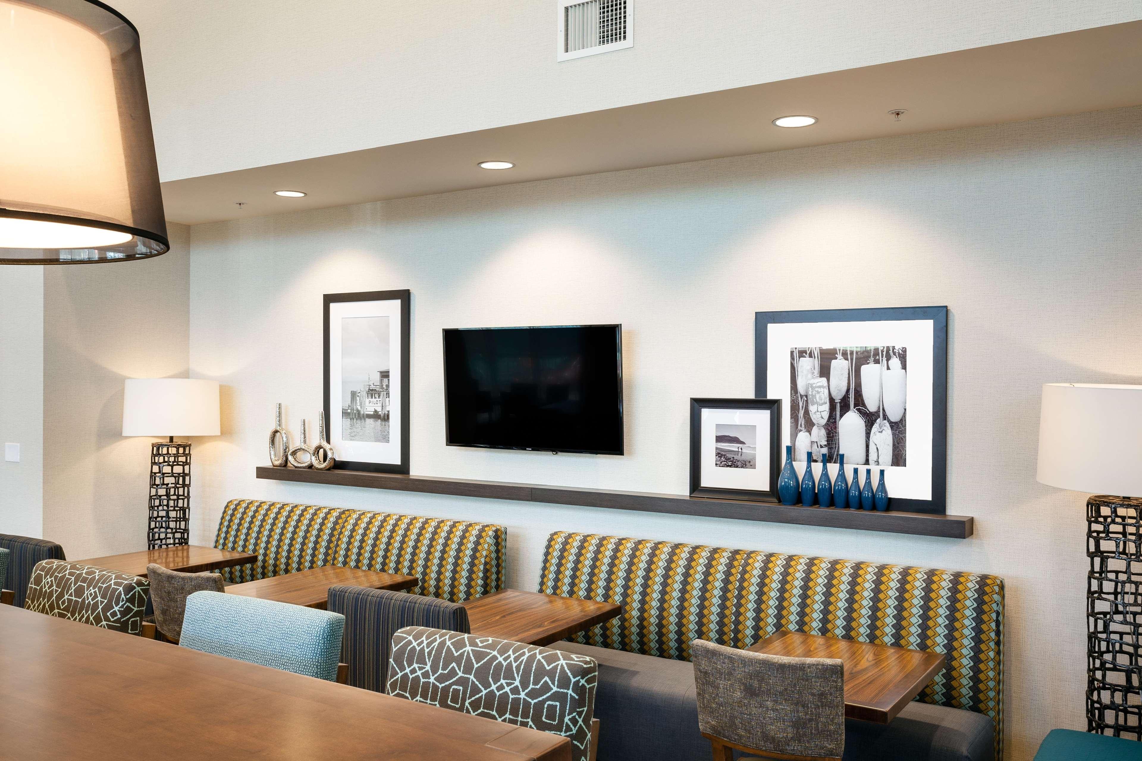Hampton Inn & Suites by Hilton Seattle/Northgate image 5