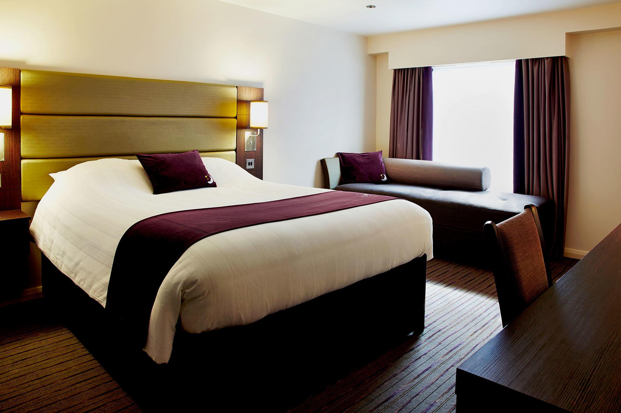 Premier inn aberystwyth hotel hotels in aberystwyth for Room 4 design leeds