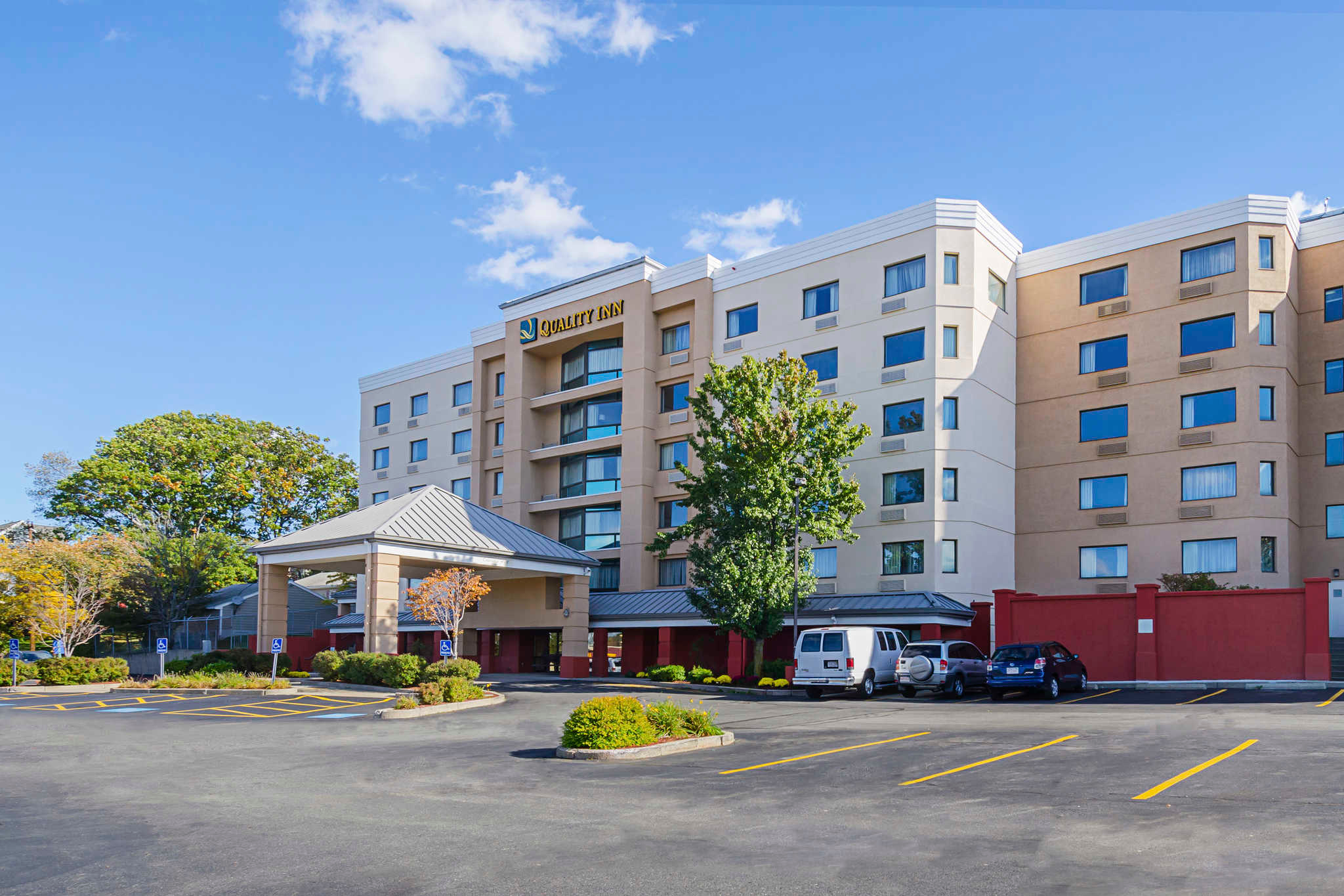 Quality inn in revere ma 781 324 1 for Quality hotel