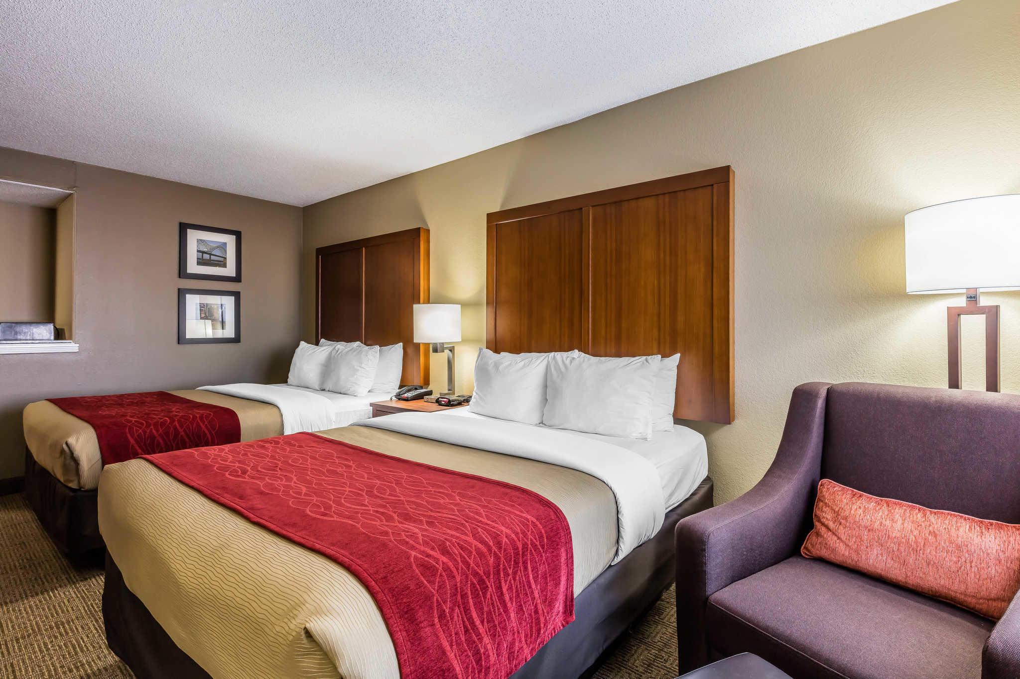 Comfort Inn & Suites Airport-American Way image 12