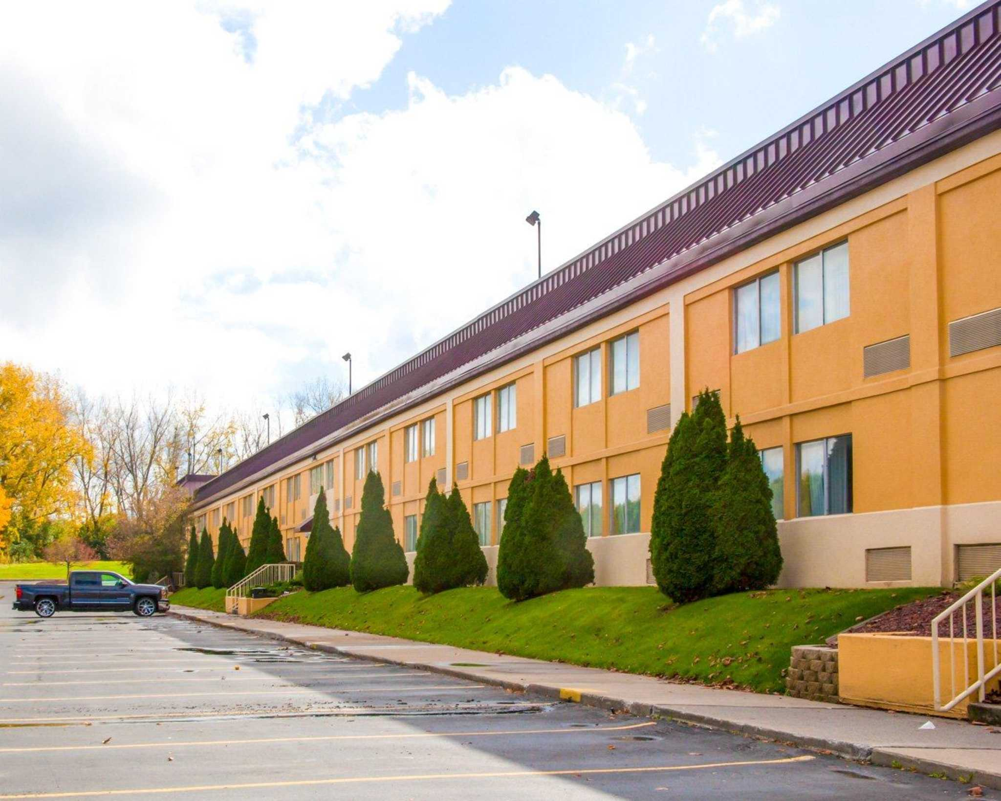 Quality Inn & Suites Fairgrounds image 1