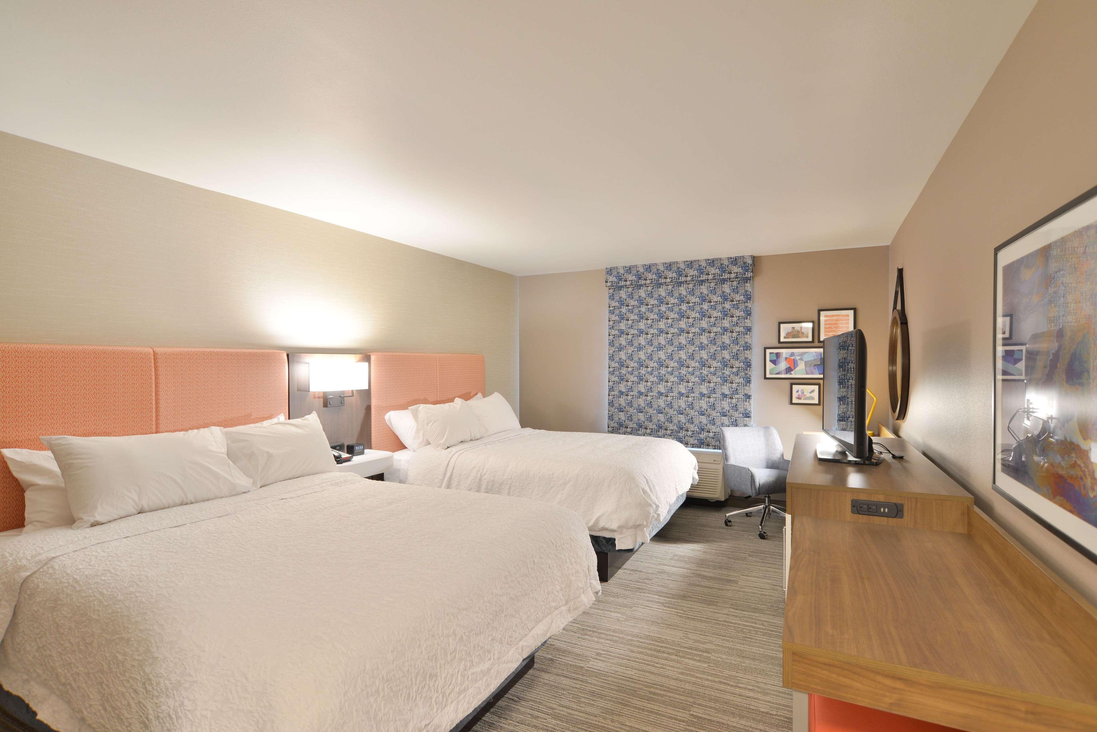 Hampton Inn & Suites Menomonie-UW Stout image 16