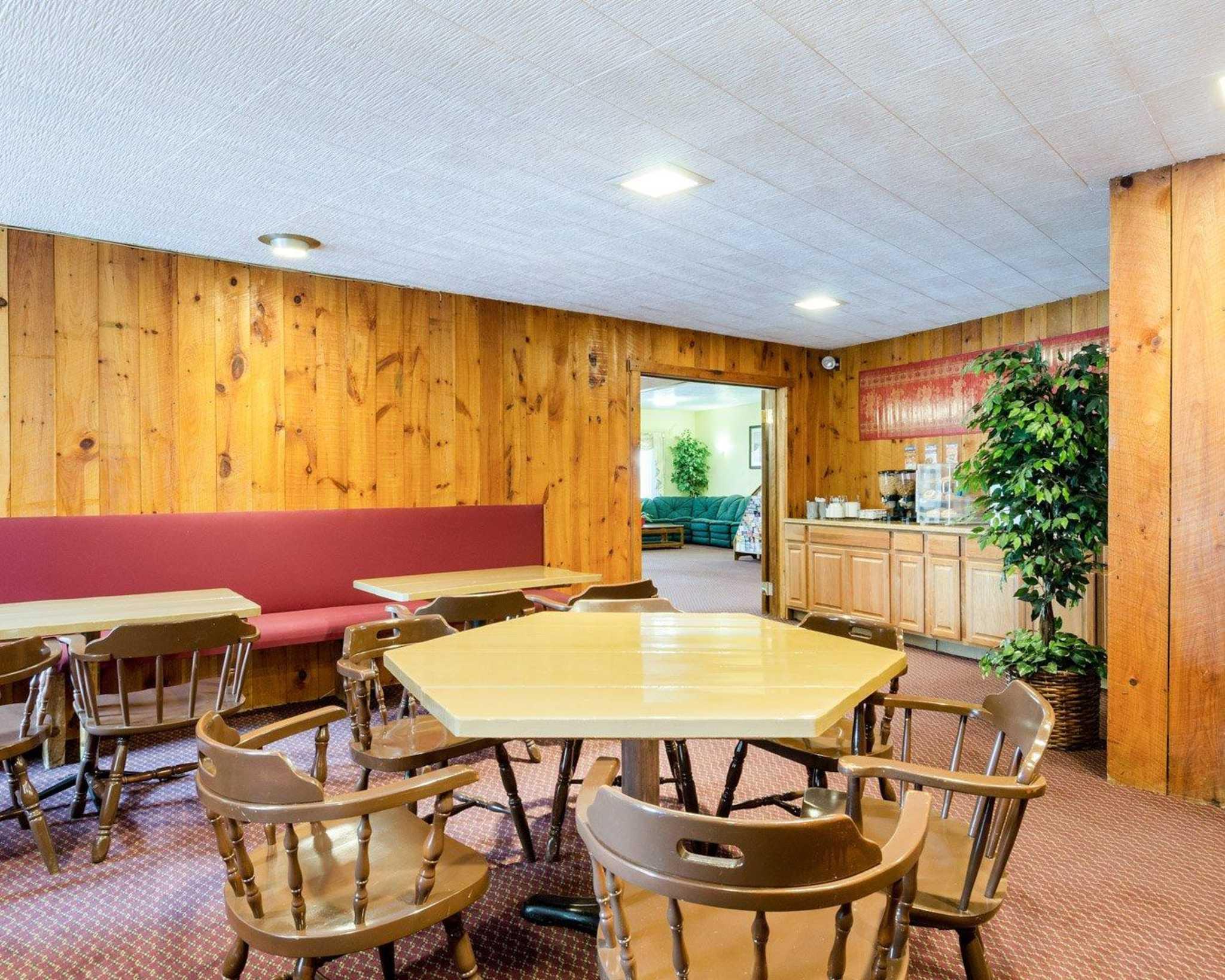 Econo Lodge image 28