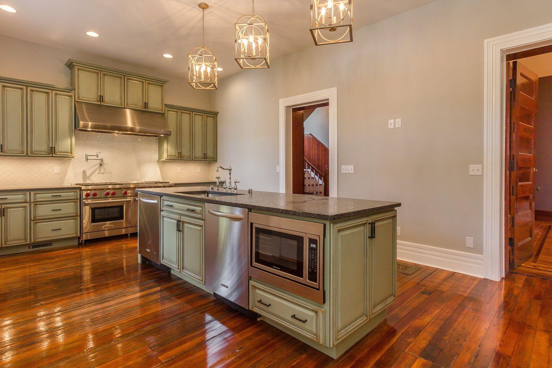 Highland hardwood flooring in louisville ky 502 384 1 for Hardwood flooring 40245