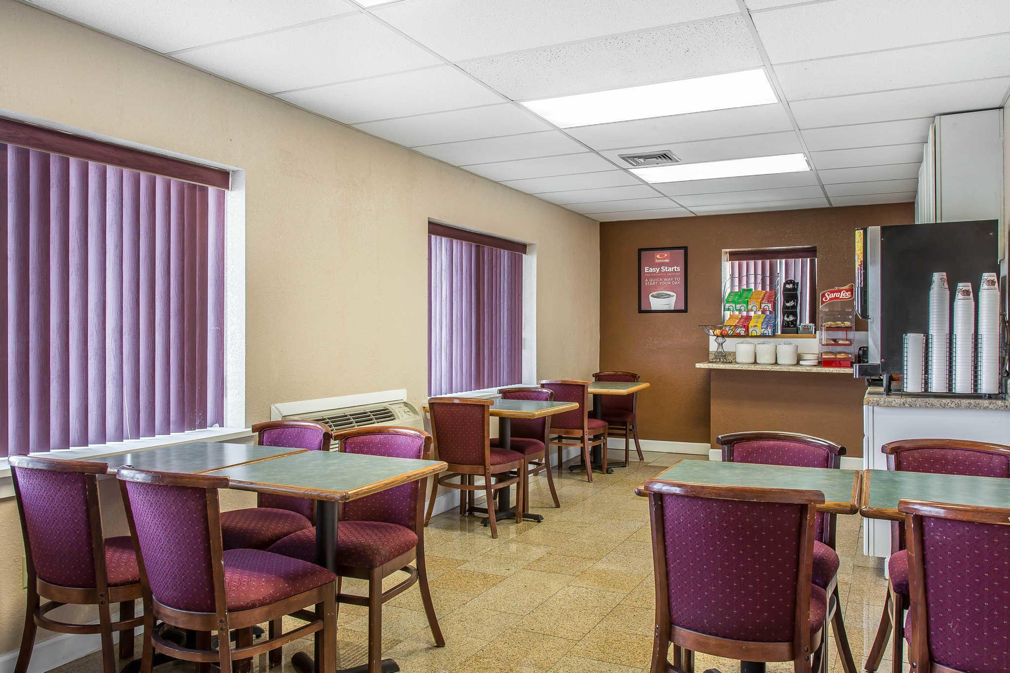 Econo Lodge image 23