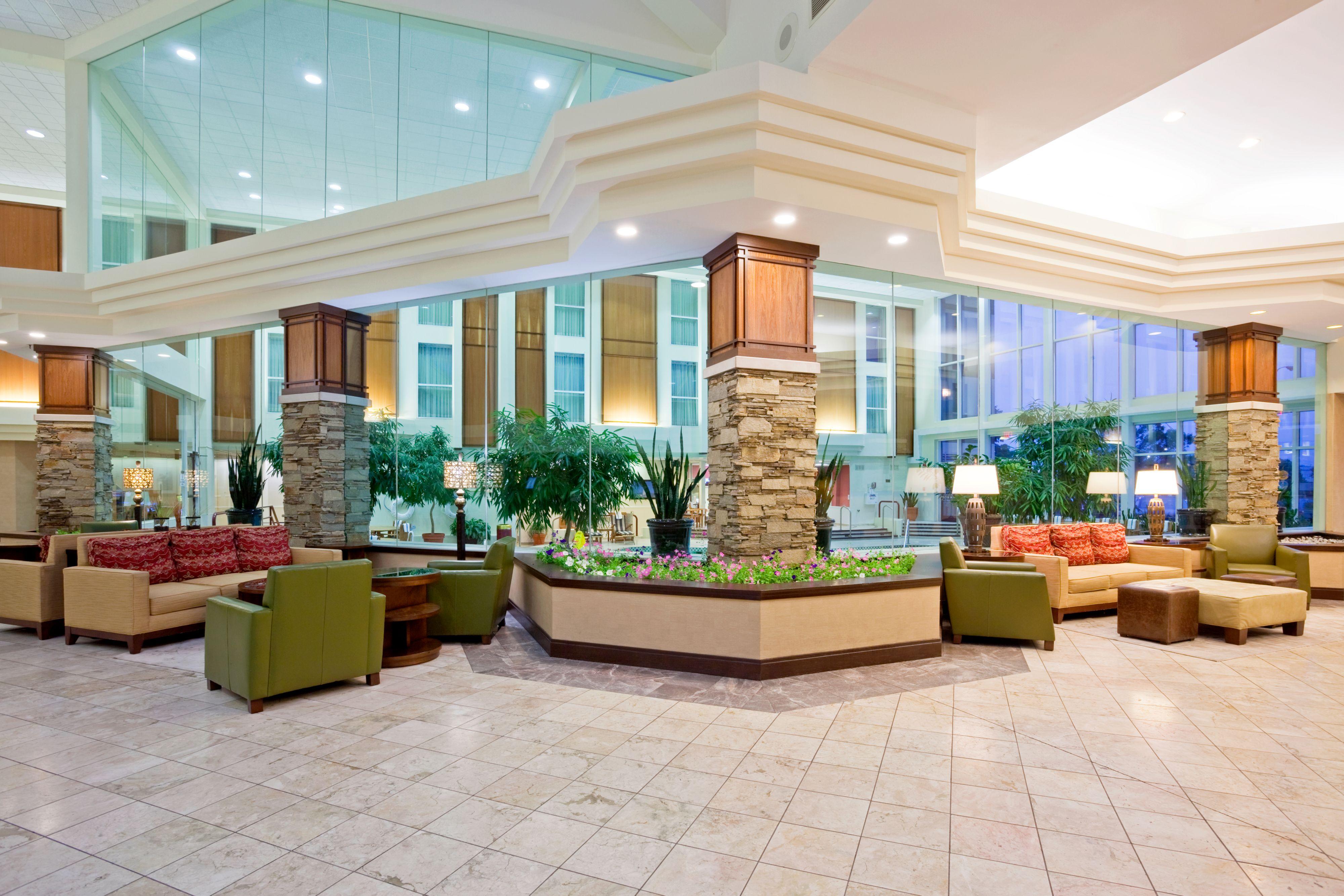 Crowne Plaza Madison image 8