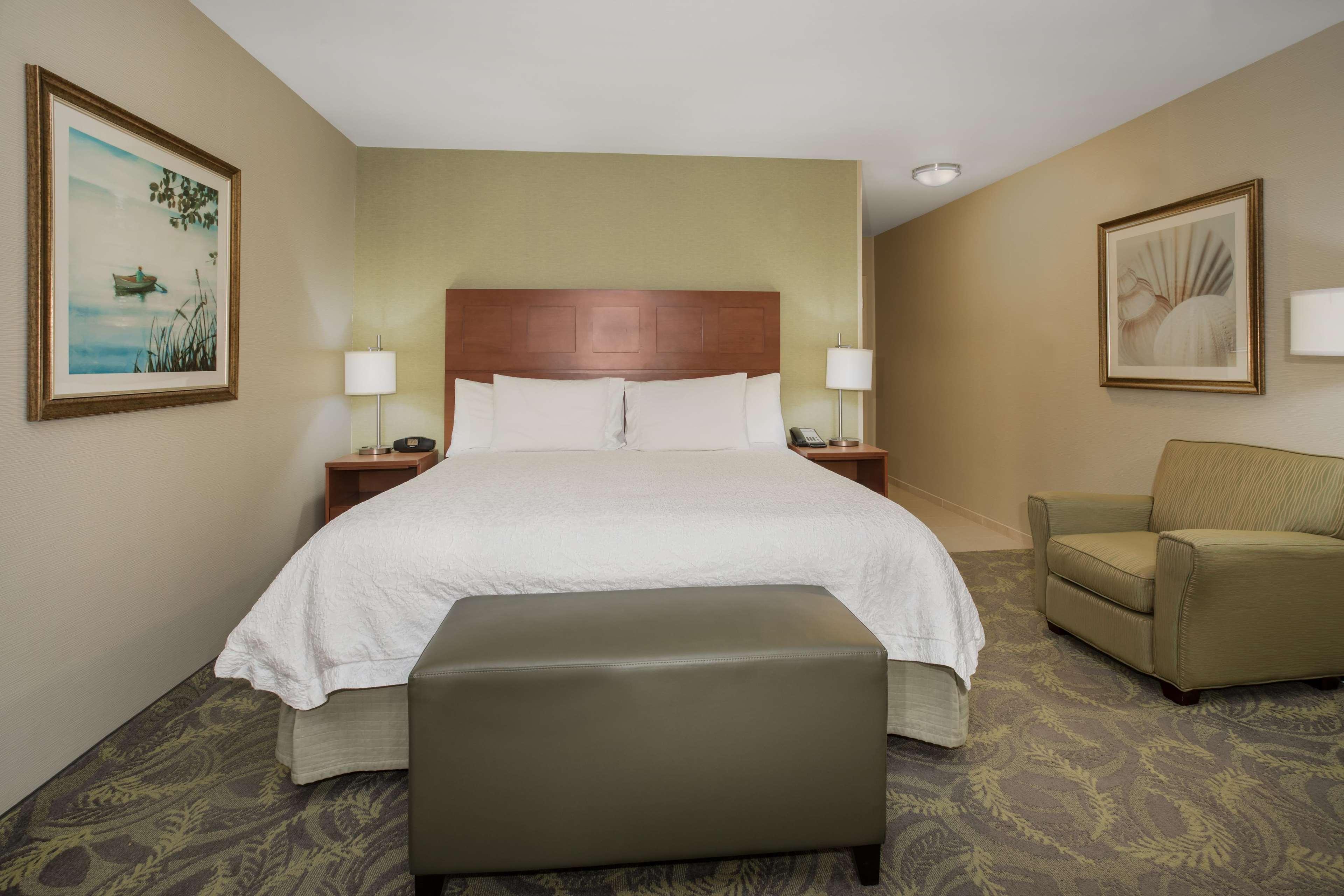 Hampton Inn & Suites Astoria image 58