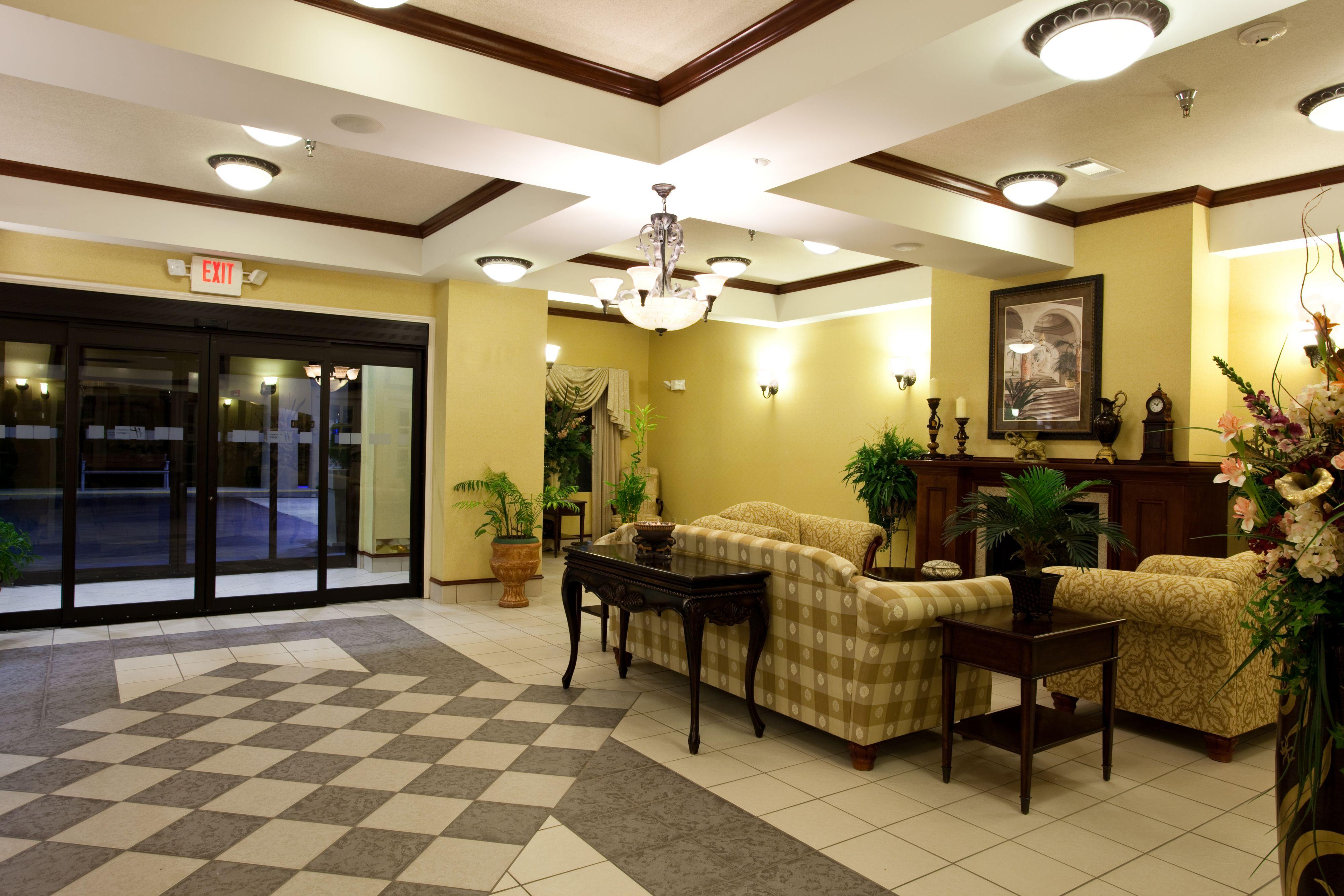 Holiday Inn Express Clanton image 5