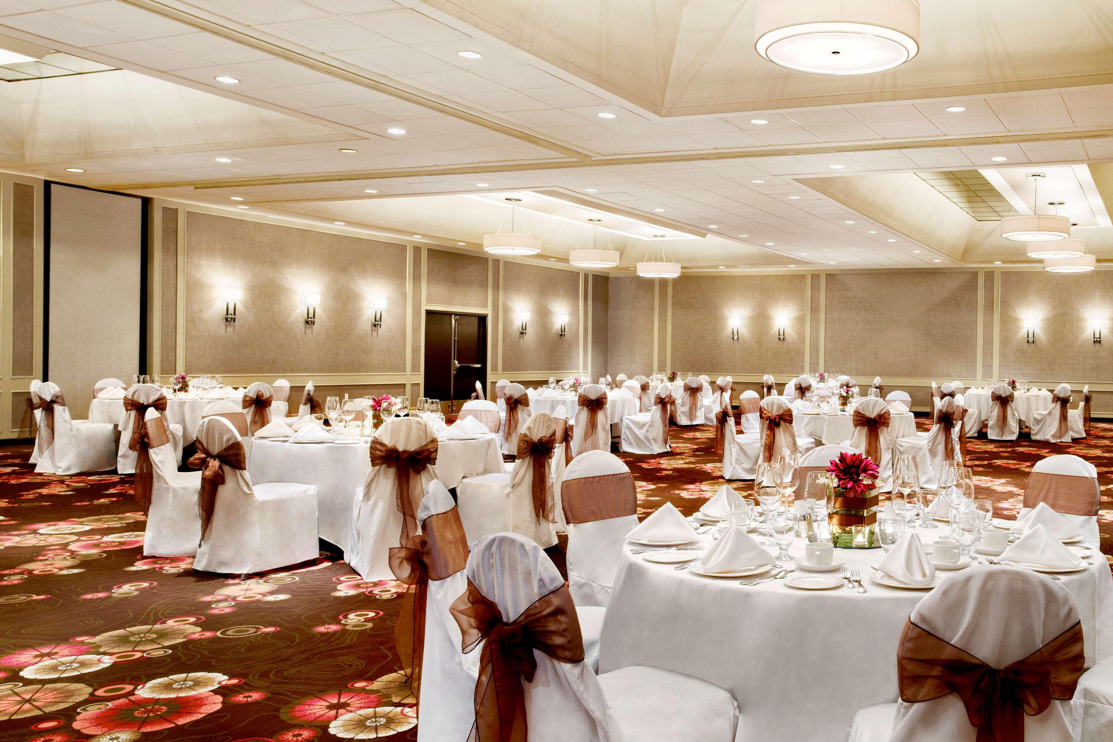 Sheraton Cavalier Calgary Hotel in Calgary: Ballroom - wedding setup