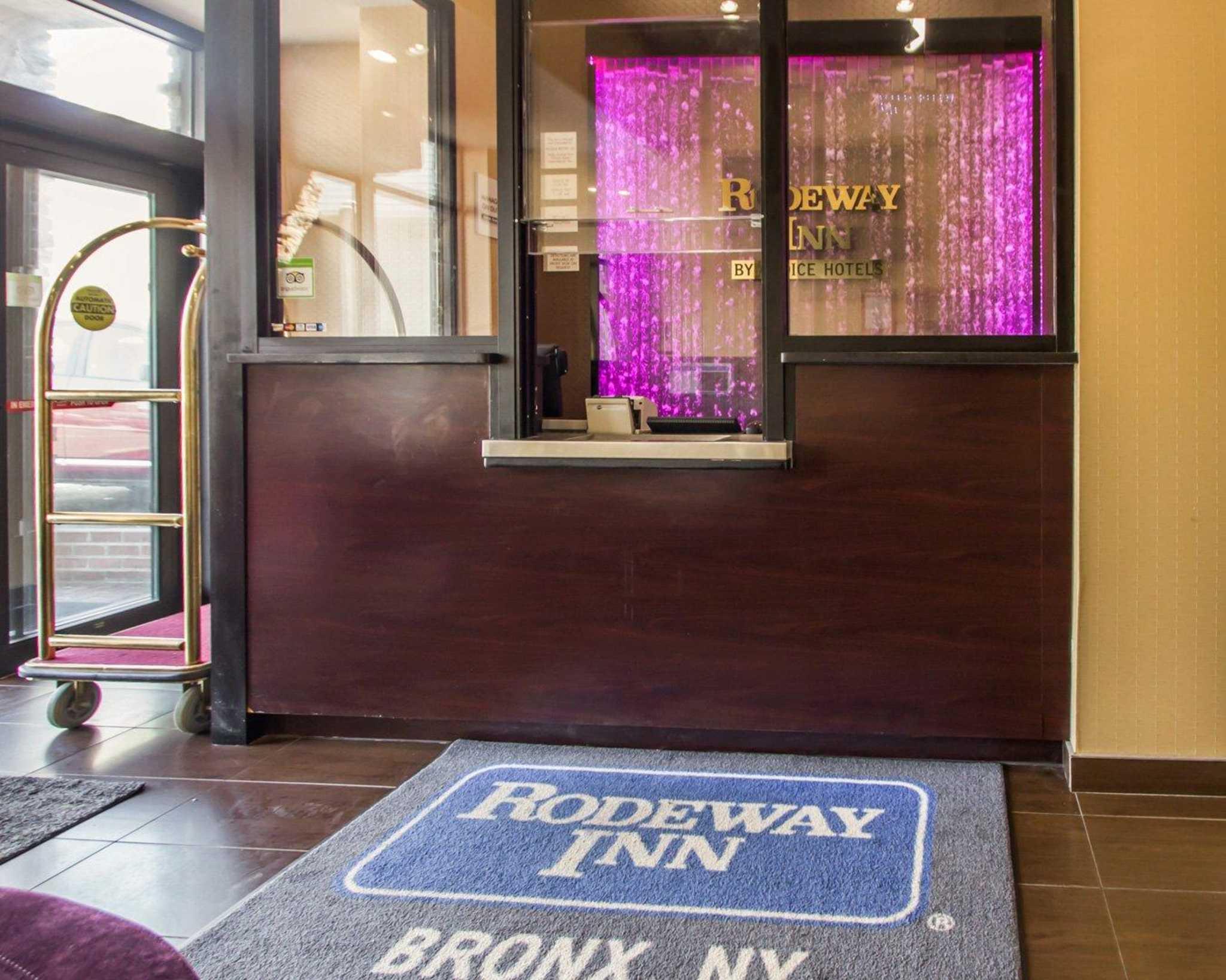 Rodeway Inn Bronx Zoo image 11
