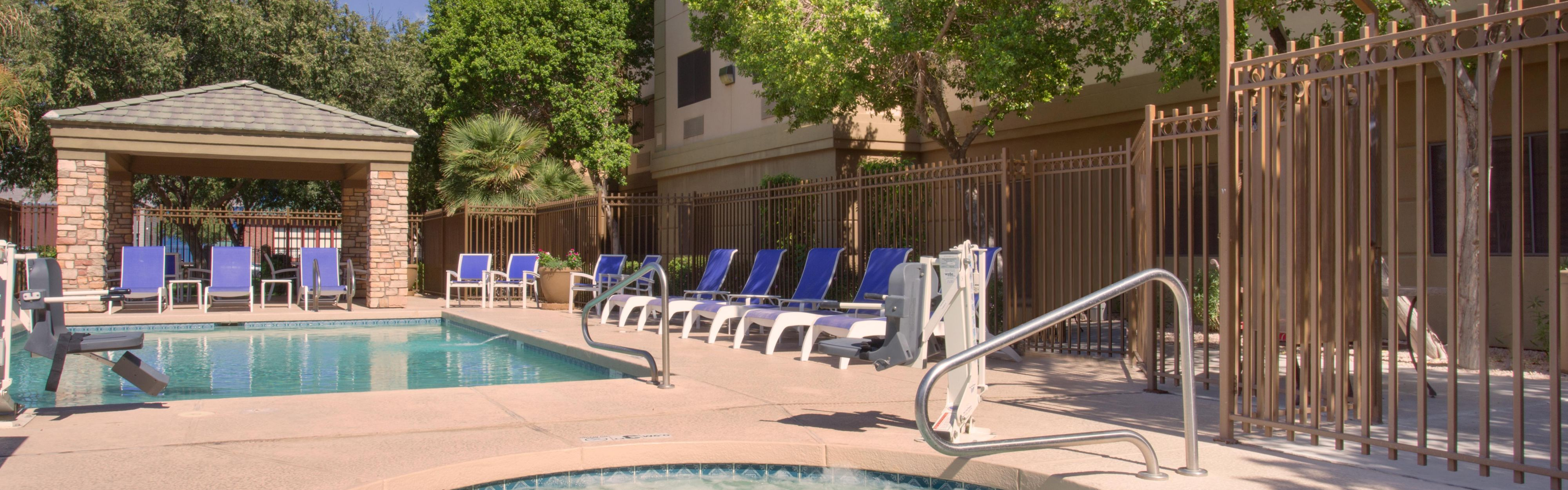 Holiday Inn Express & Suites Phoenix Downtown - Ballpark image 2