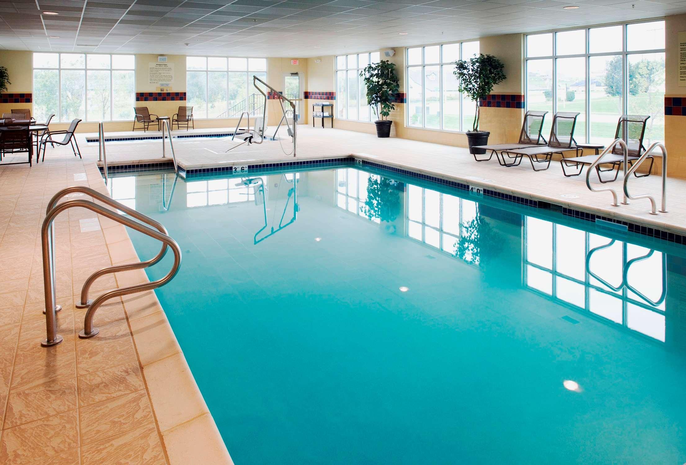 Hampton Inn & Suites Rochester-North image 12