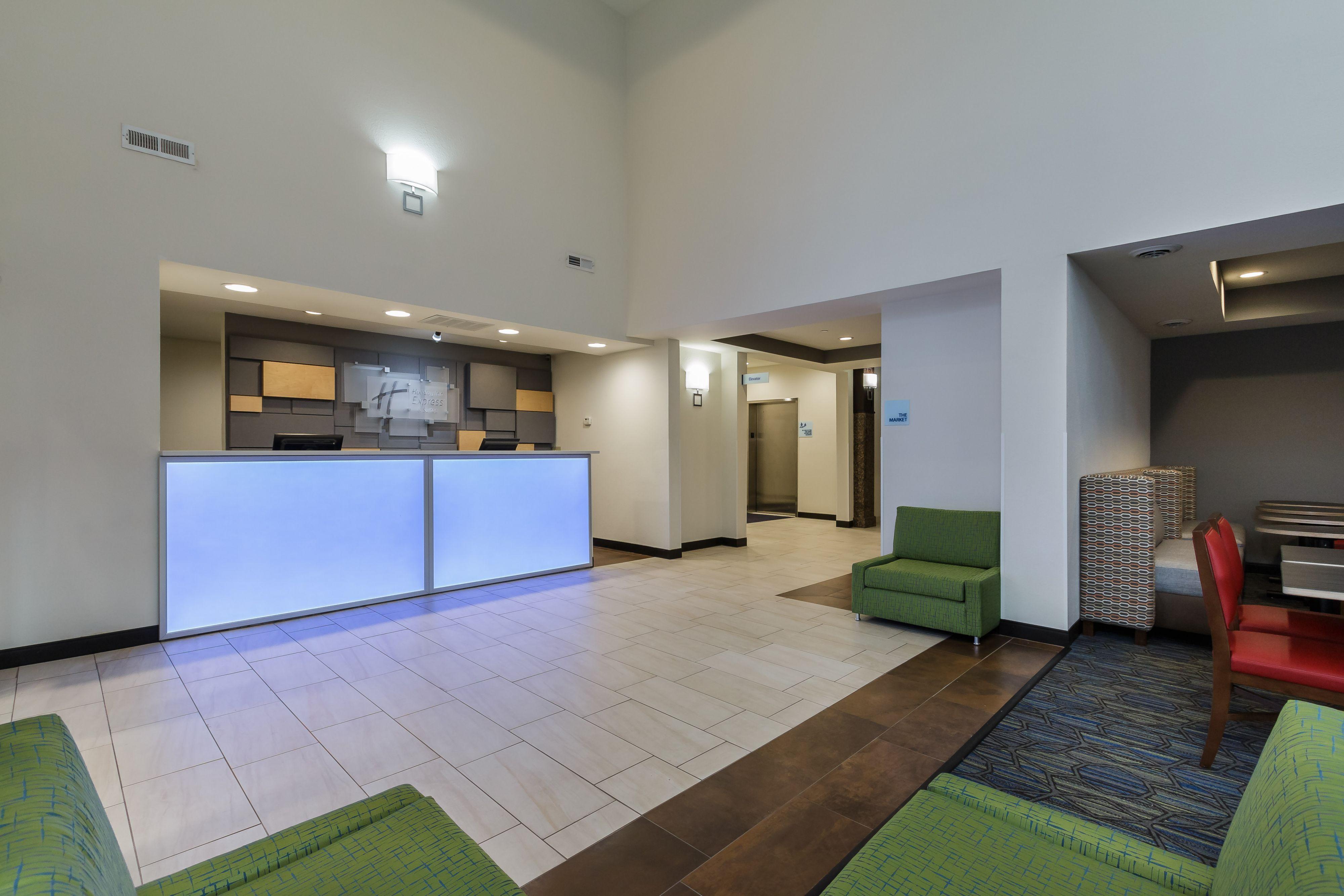 Holiday Inn Express & Suites South Bend - Notre Dame Univ. image 4