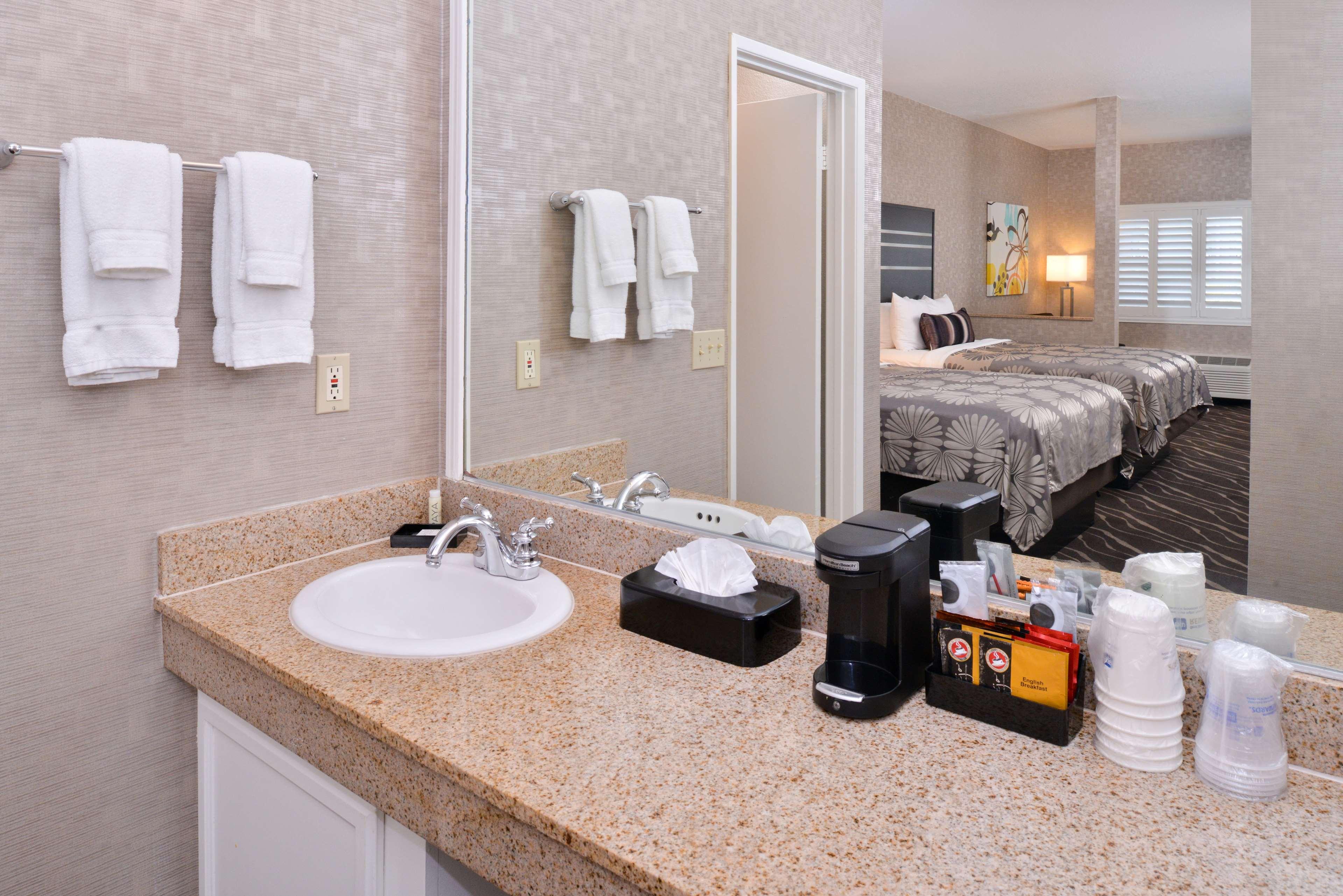Best Western Plus Park Place Inn - Mini Suites image 23
