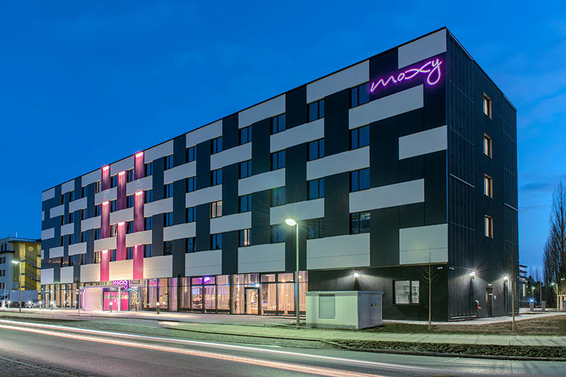 moxy hotels ffnungszeiten moxy hotels otto hahn stra e. Black Bedroom Furniture Sets. Home Design Ideas