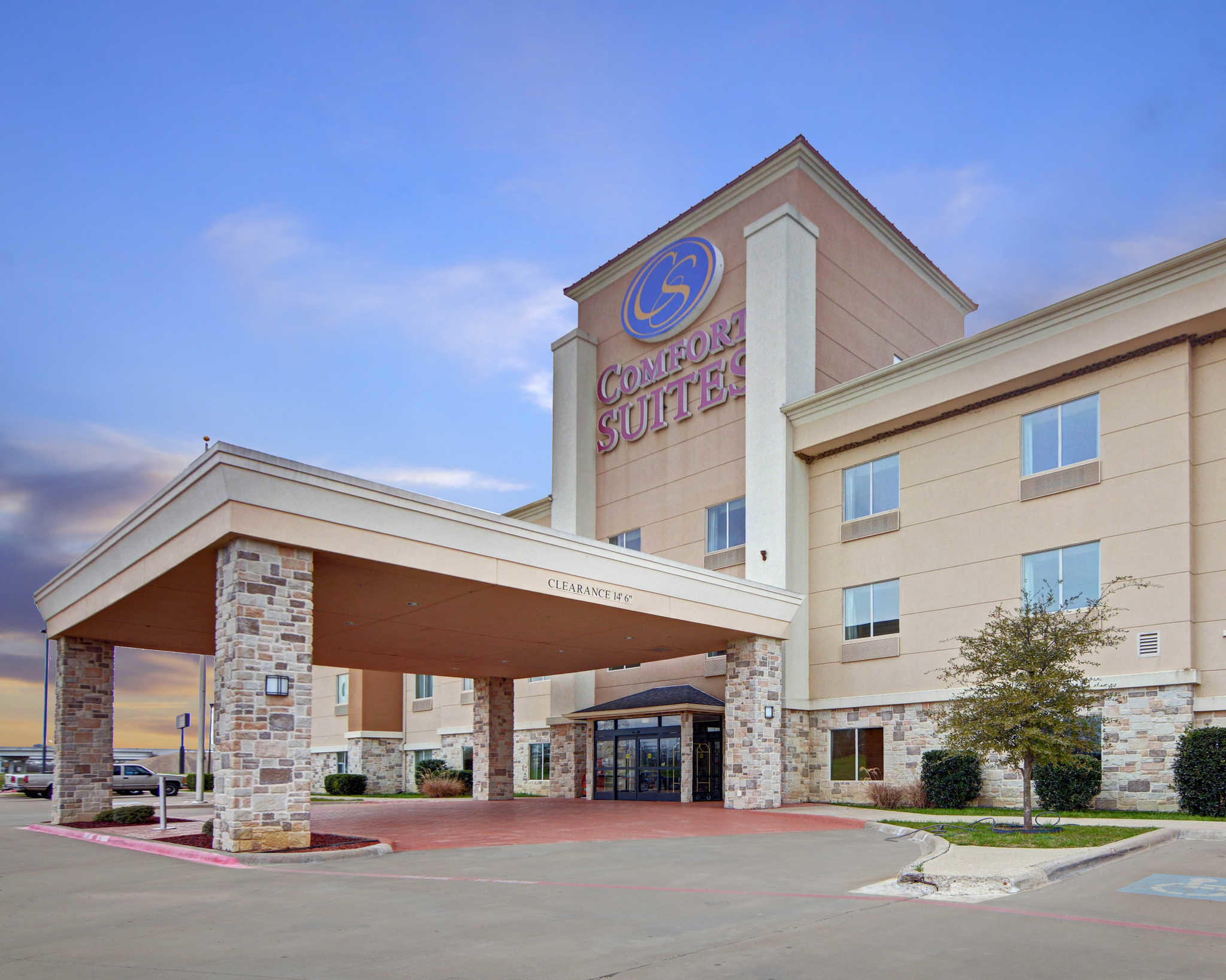 Comfort Suites Near Cedar Creek Lake in Mabank, TX - (903 ...