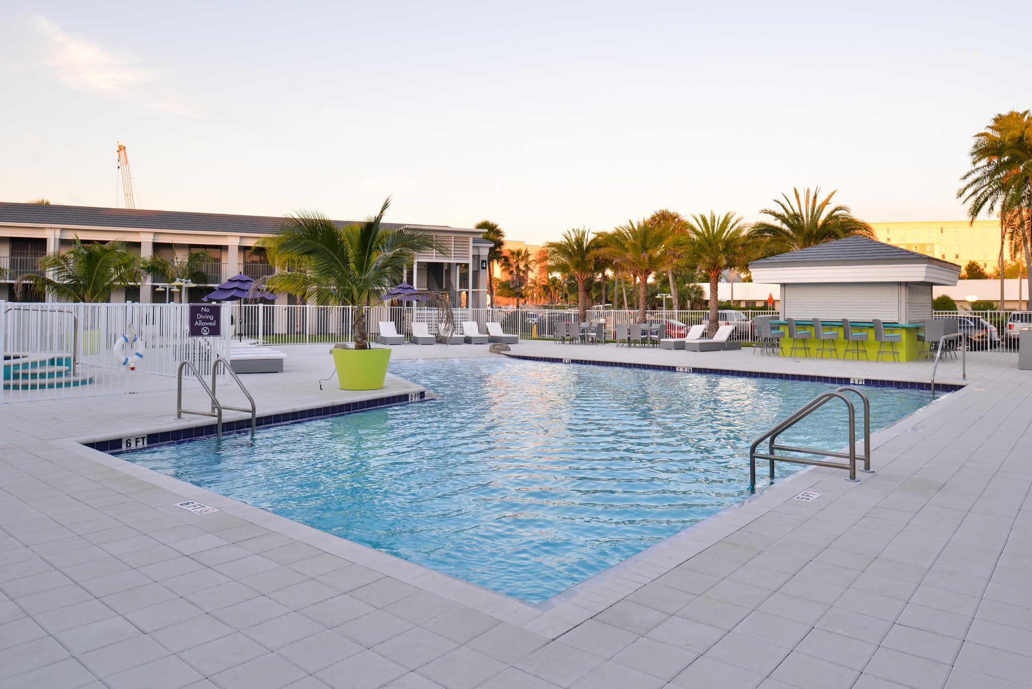 Clarion Inn & Suites Orlando near Theme Parks image 20