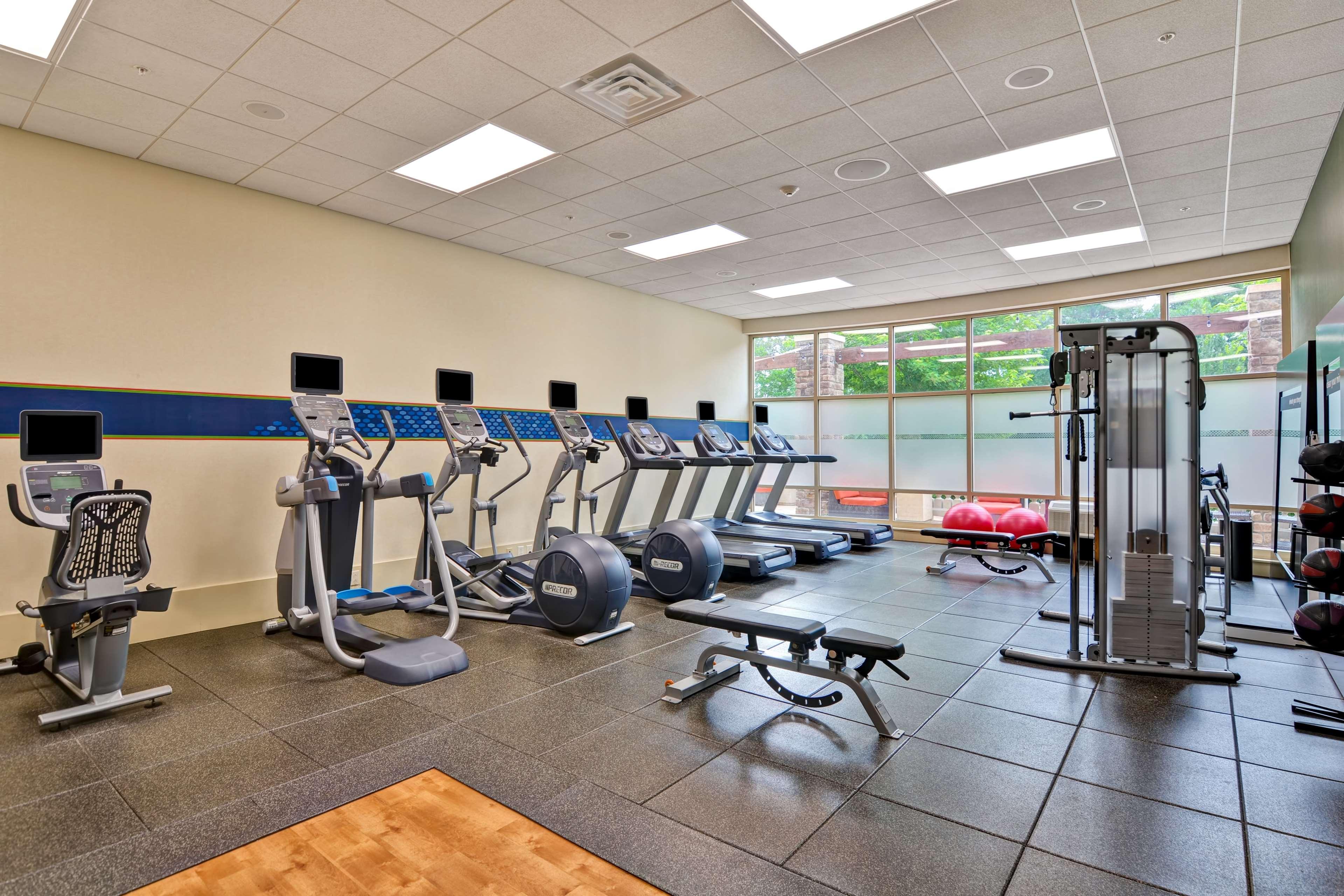 Hampton Inn & Suites Raleigh/Crabtree Valley image 14