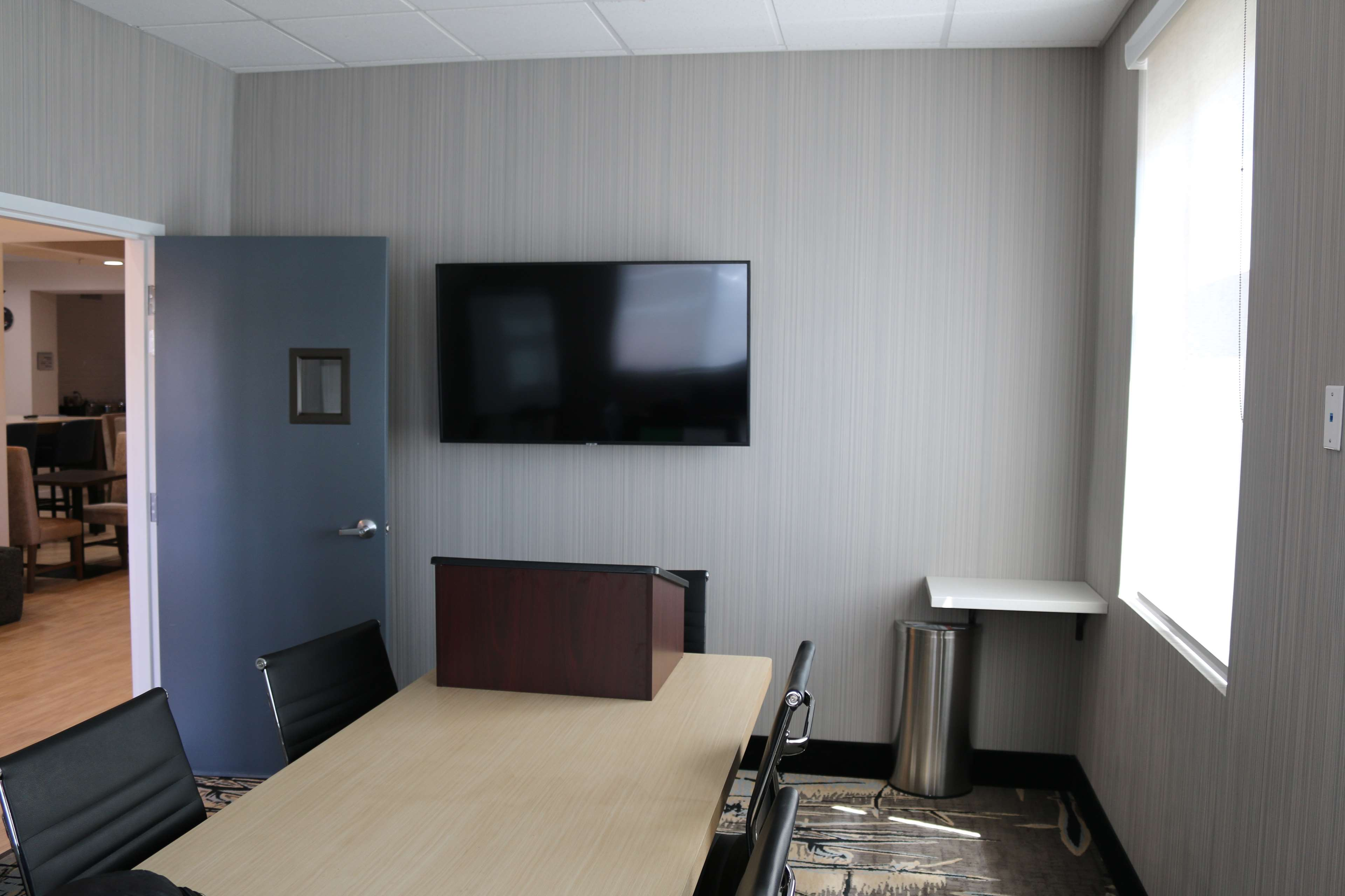 Best Western Plus Commerce Parkway Inn & Suites image 3