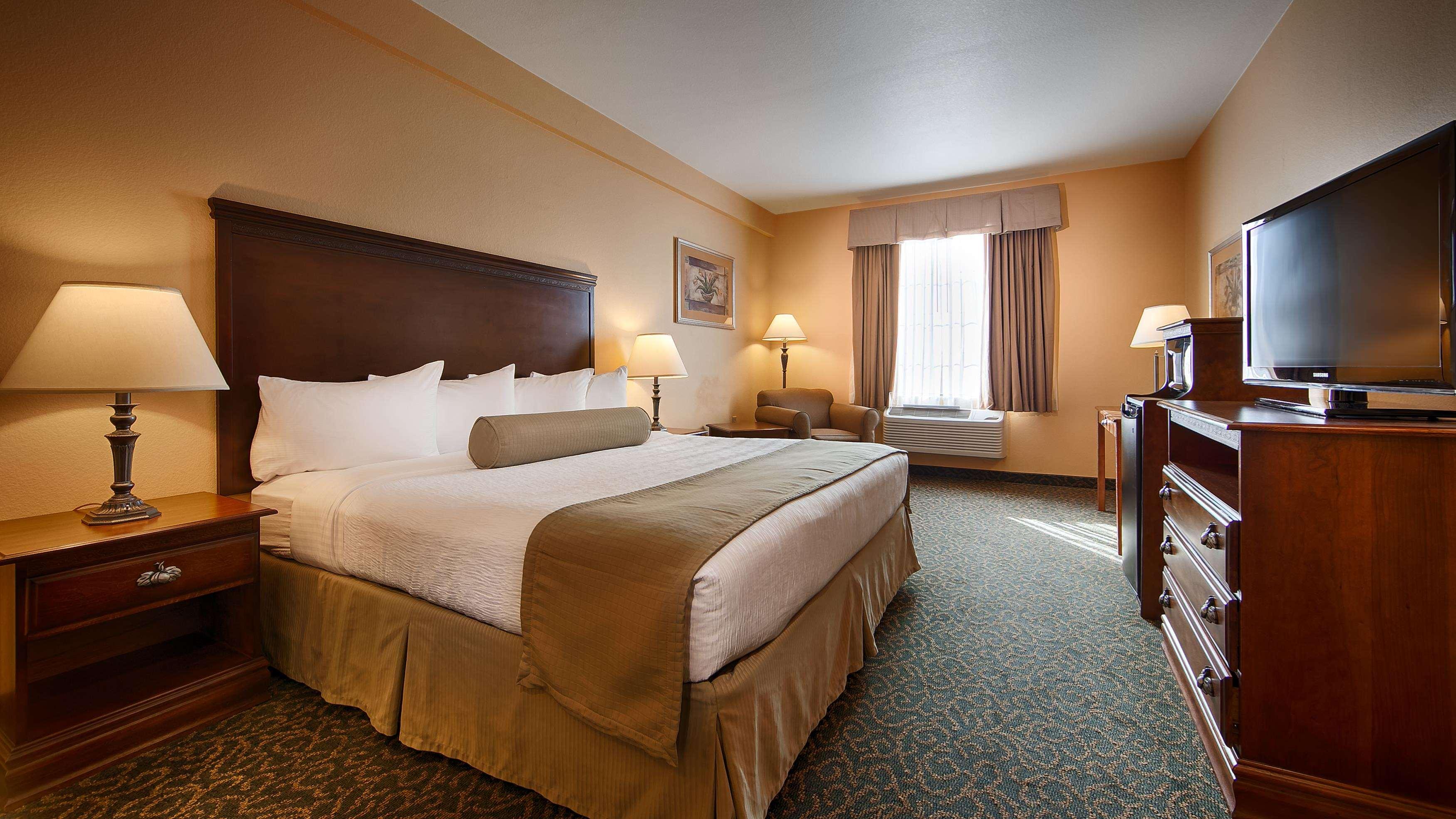 Best Western Plus Executive Hotel & Suites image 14