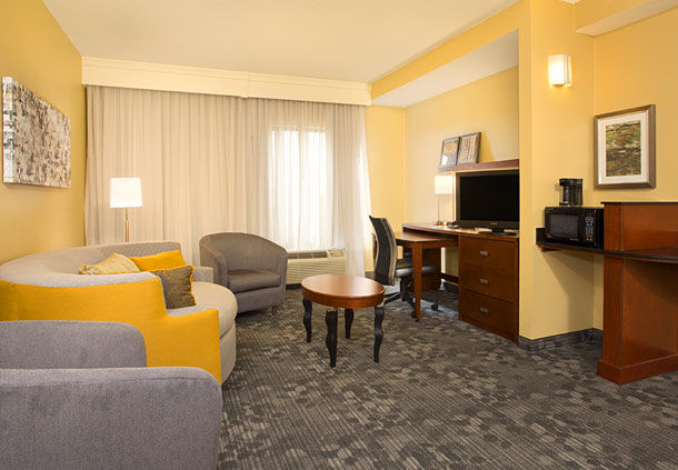 Courtyard by Marriott Austin Airport image 10
