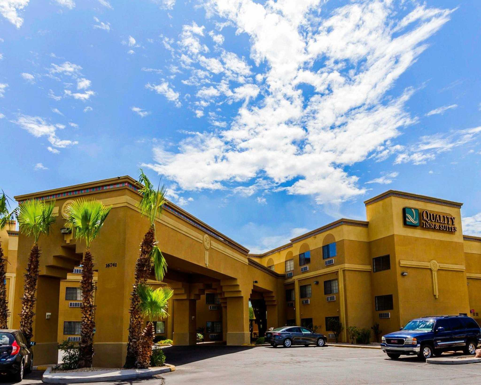 Quality Inn & Suites Surprise Near Sun City West image 0