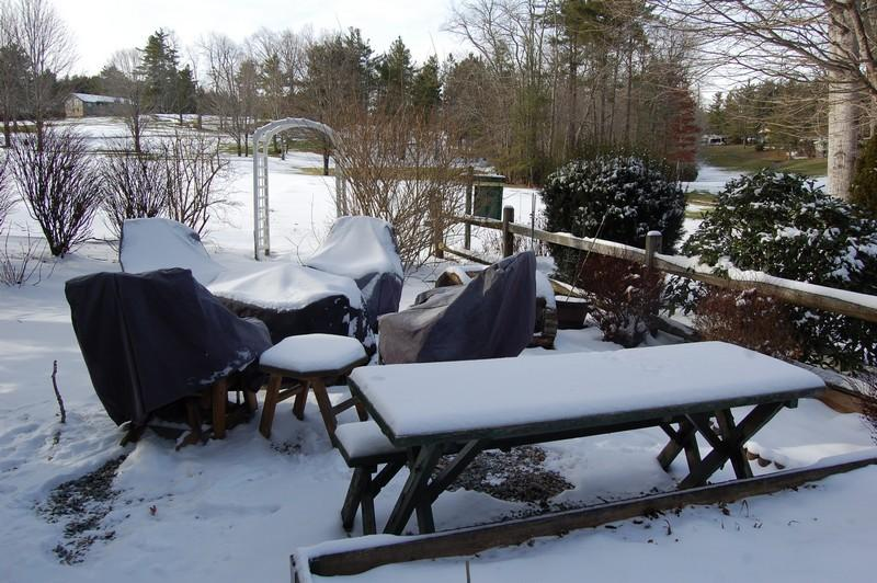 Fine picnic area May - October from this 3 bedroom/3 bath overlooking 2nd fairway.  For details call us at 800-521-3712