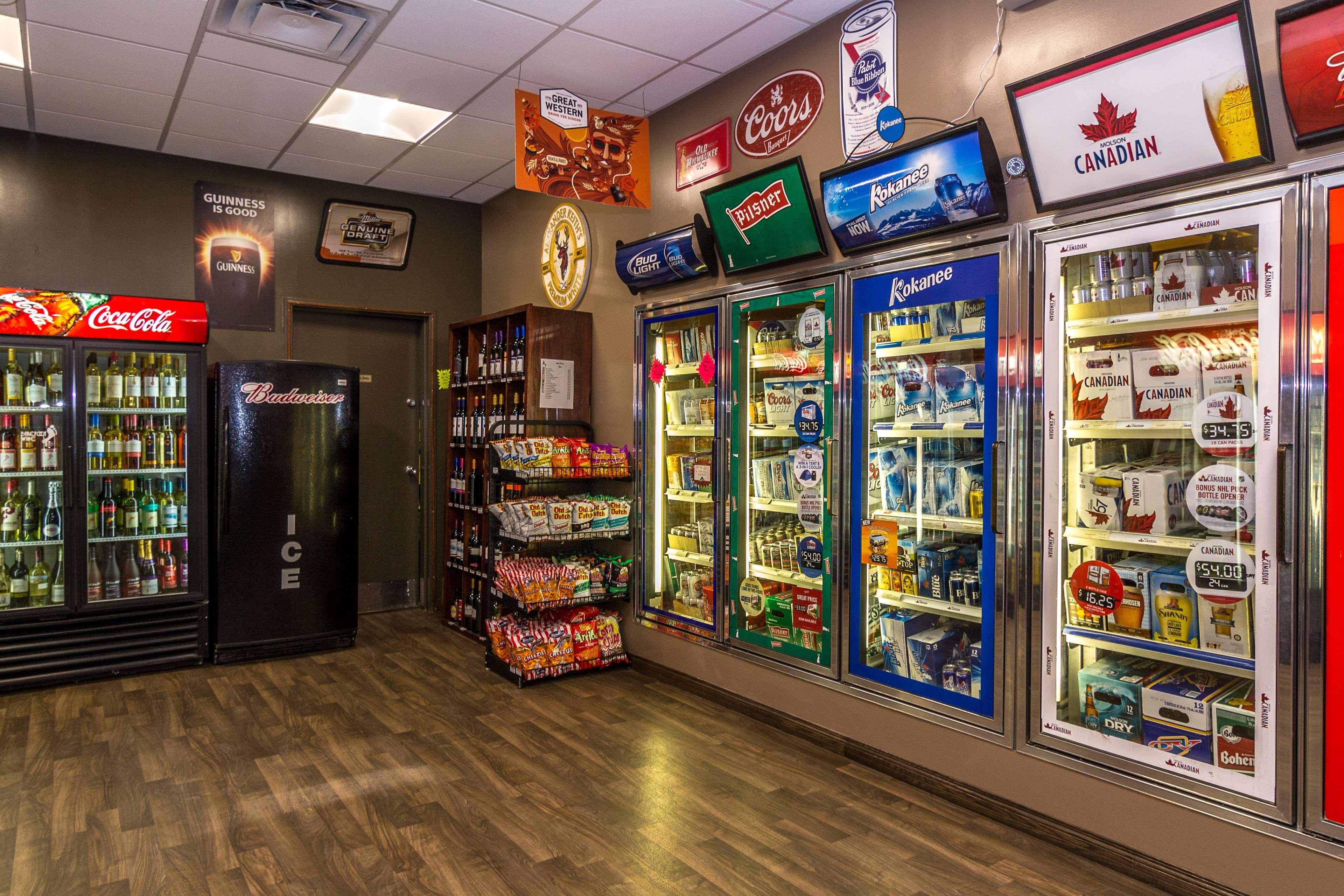 Best Western Marquis Inn & Suites in Prince Albert: Bailey's Cold Beer and Wine Store