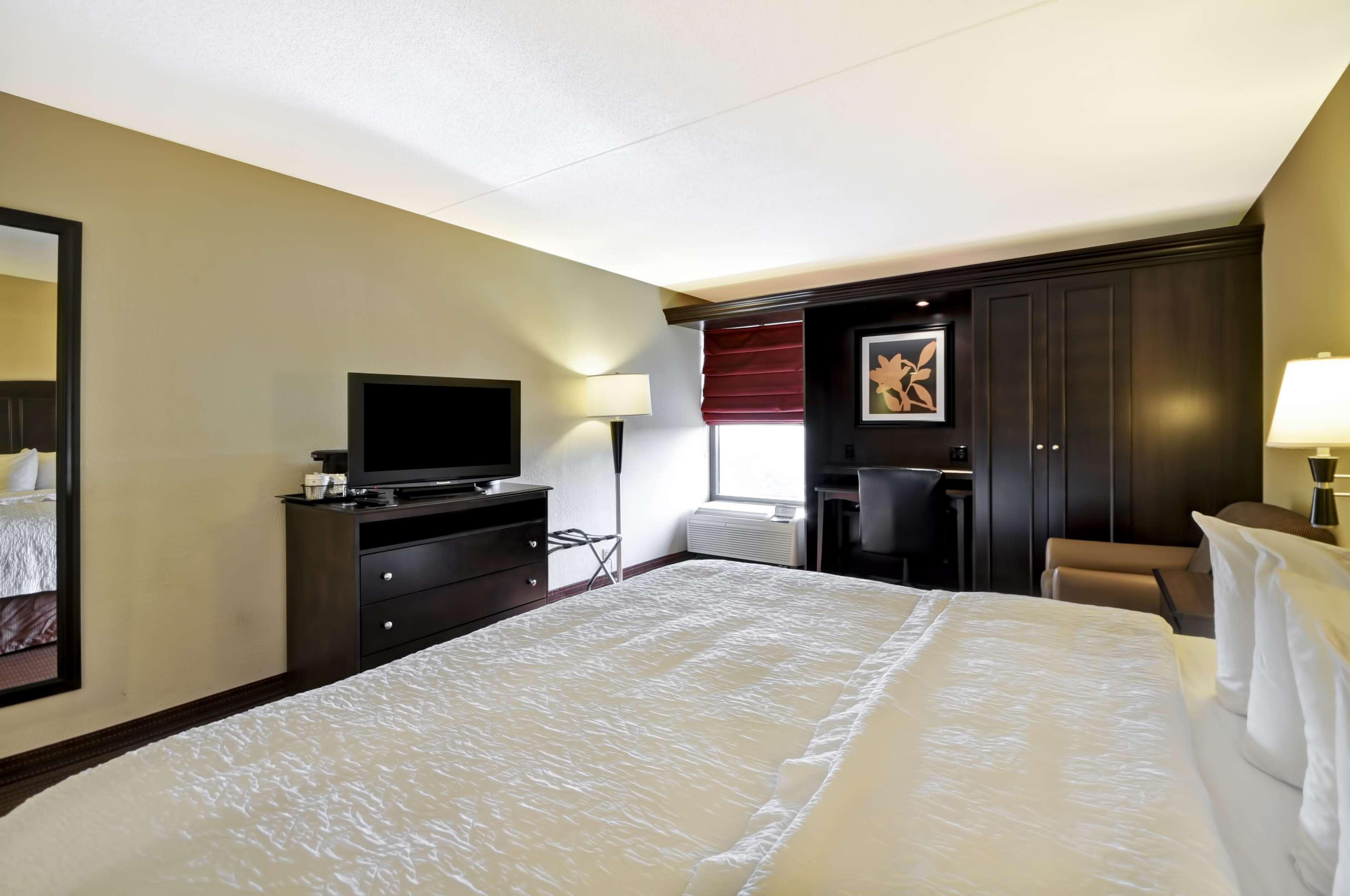 Hampton Inn Kansas City/Overland Park image 40