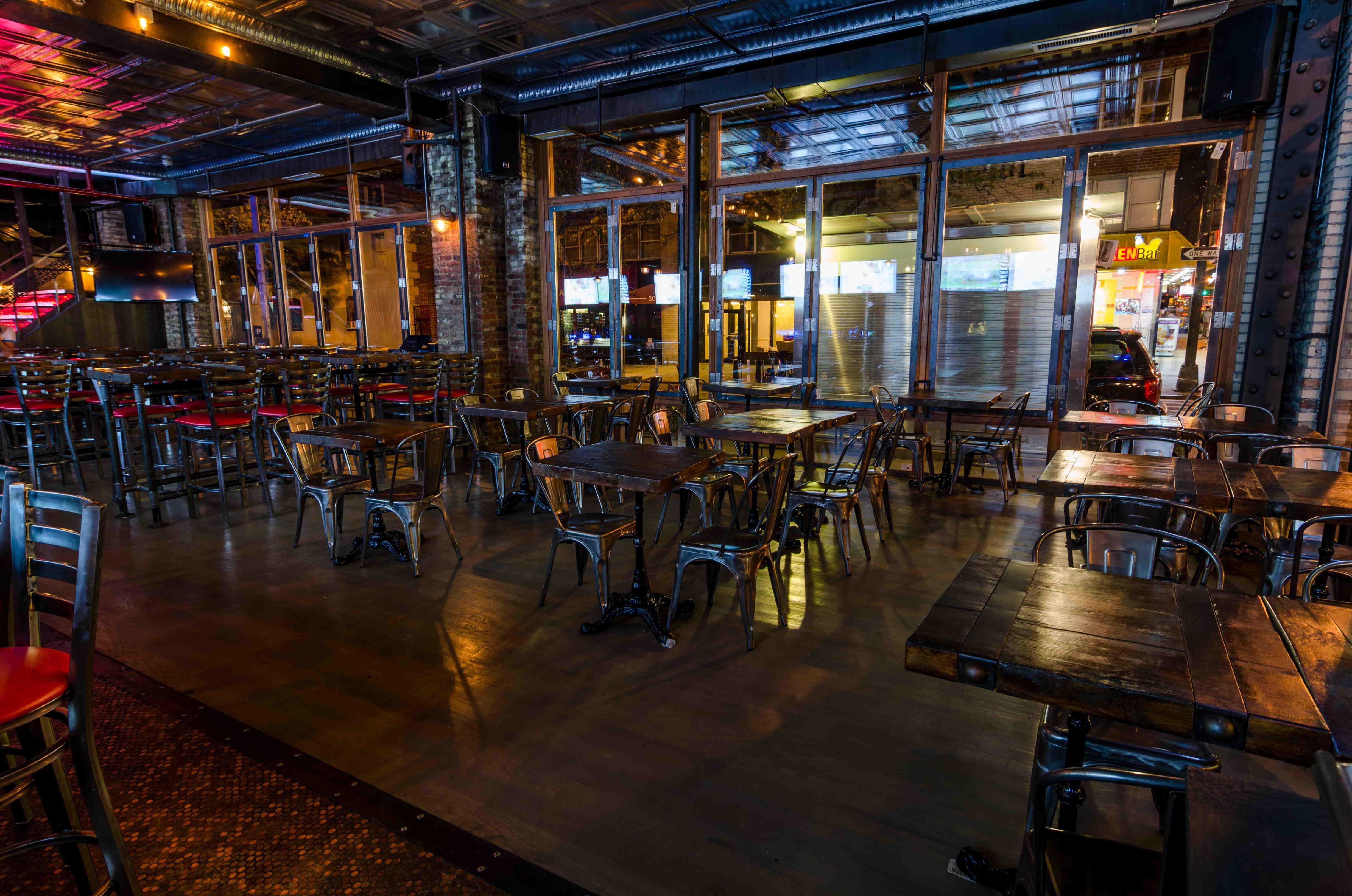 Iron Bar & Lounge