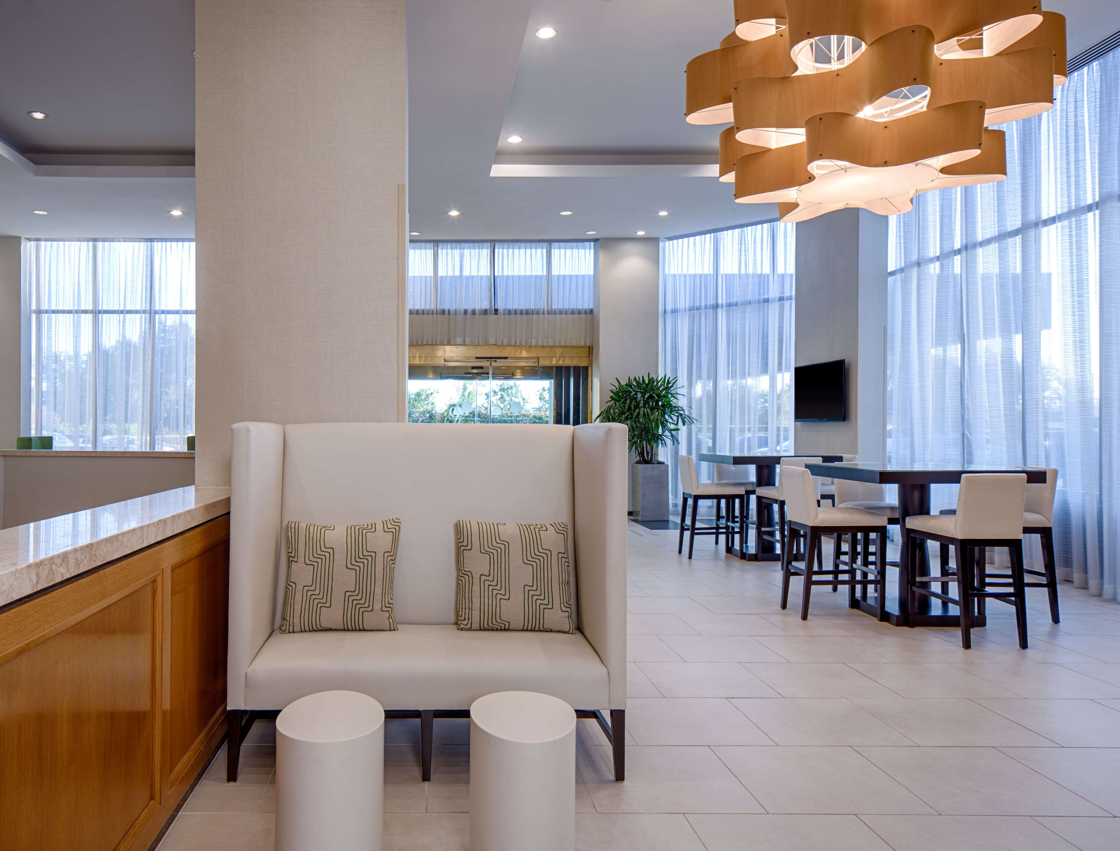 DoubleTree by Hilton Hotel Houston - Greenway Plaza image 4