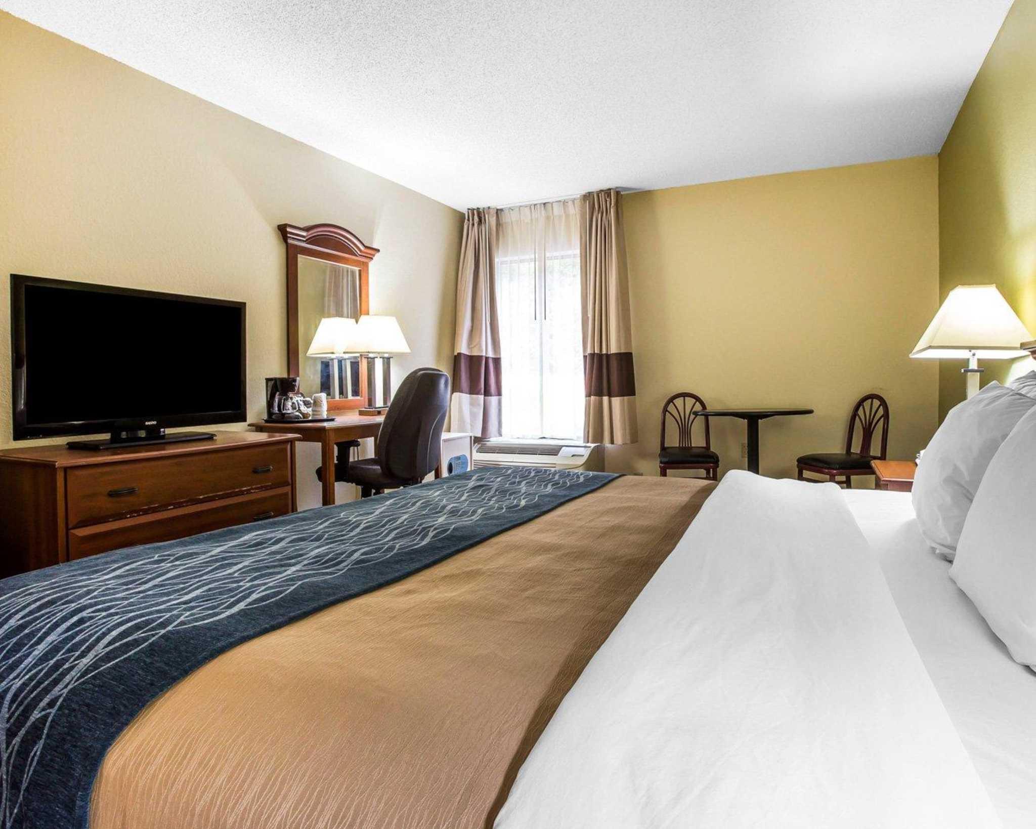 Quality Inn Darien-North Brunswick image 9