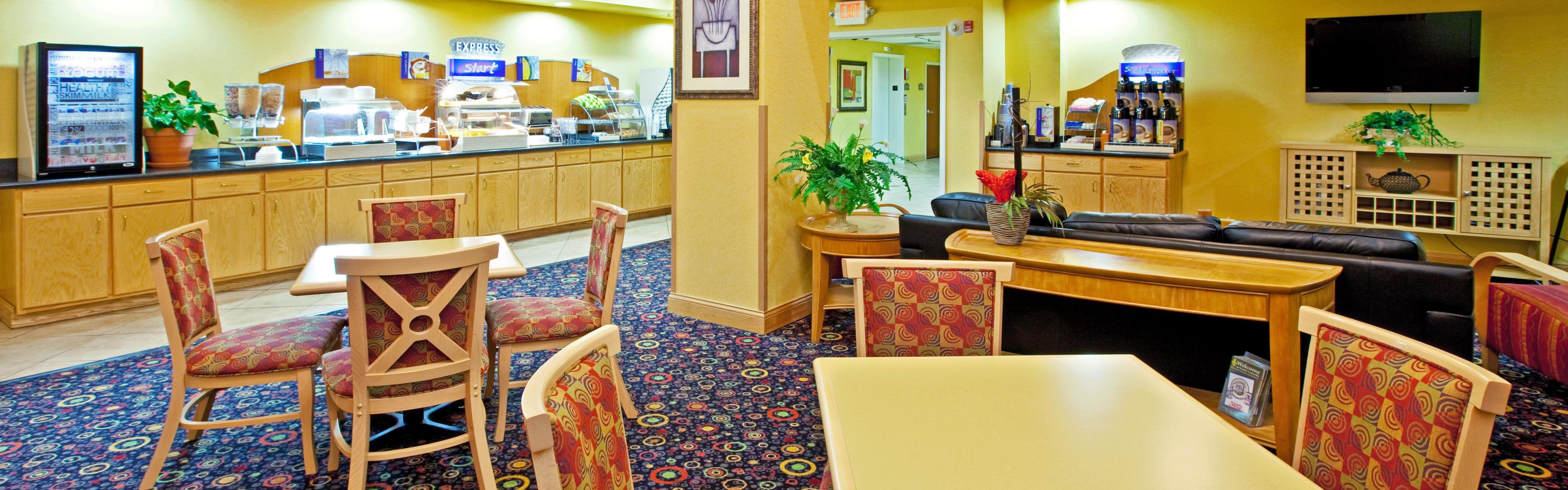 Holiday Inn Express Louisville South-Hillview image 3