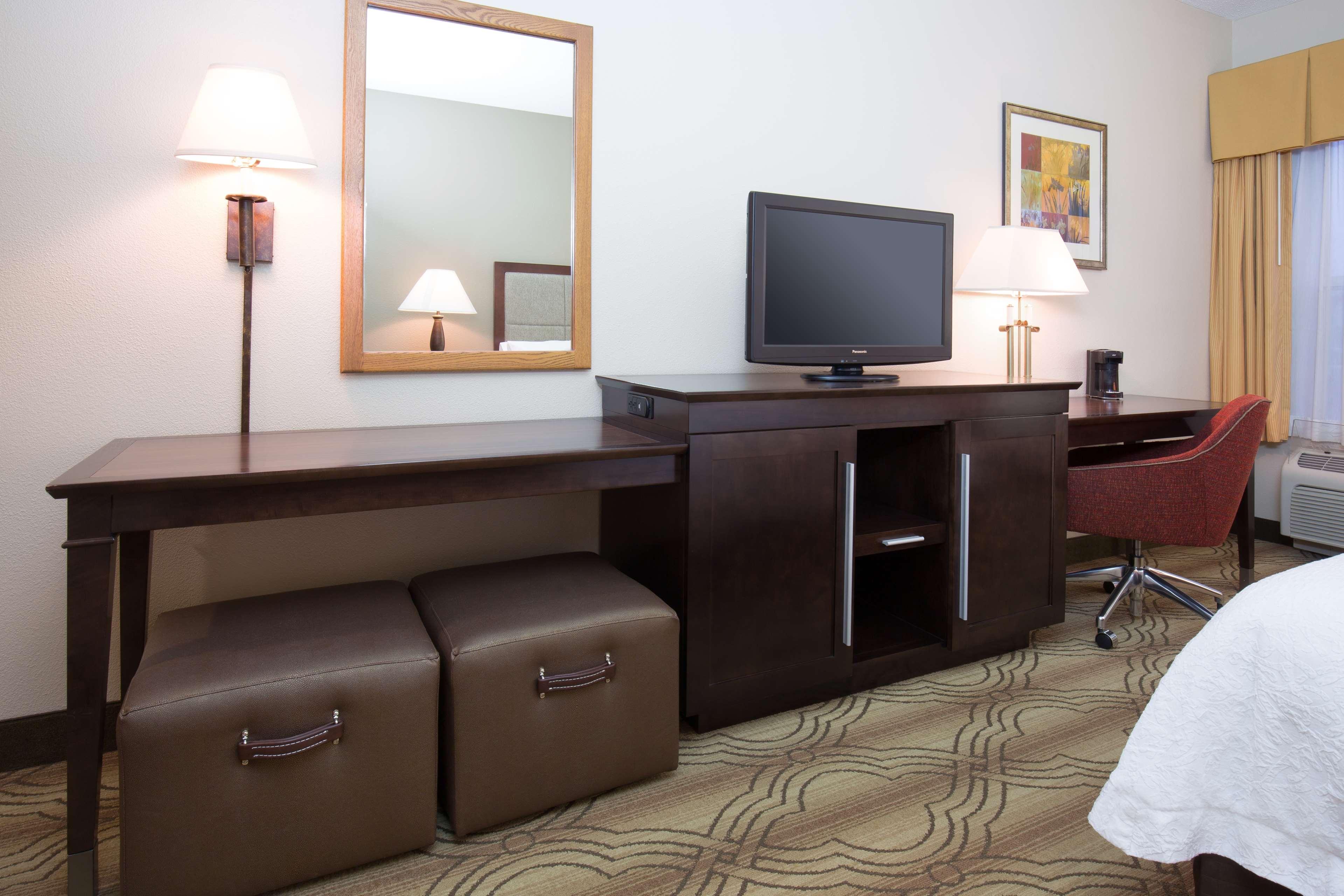 Hampton Inn & Suites Ft. Wayne-North image 27