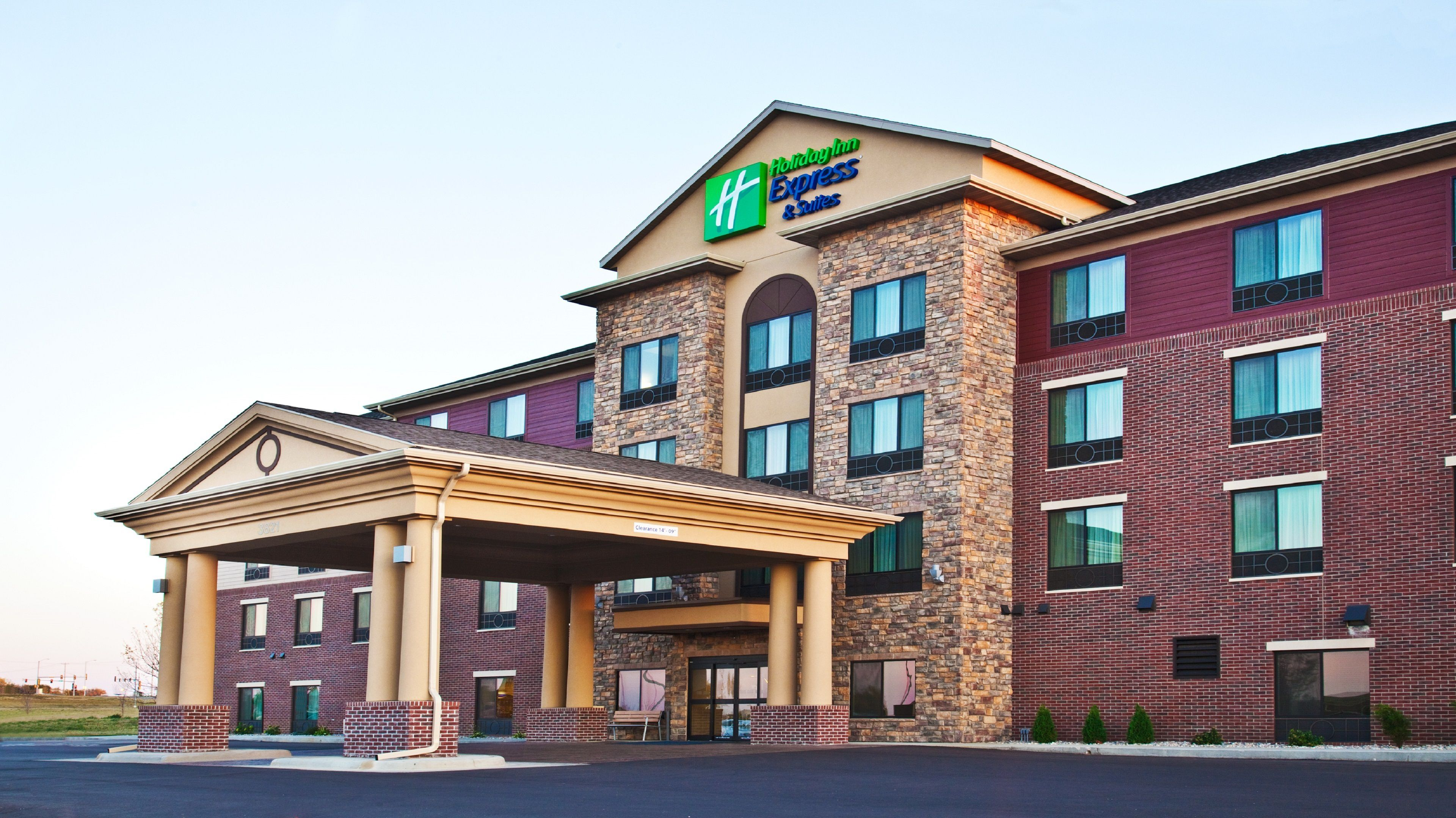 Holiday Inn Express & Suites Sioux Falls At Empire Mall image 3
