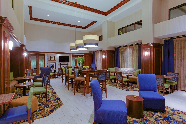 Hampton Inn & Suites Fredericksburg South image 3