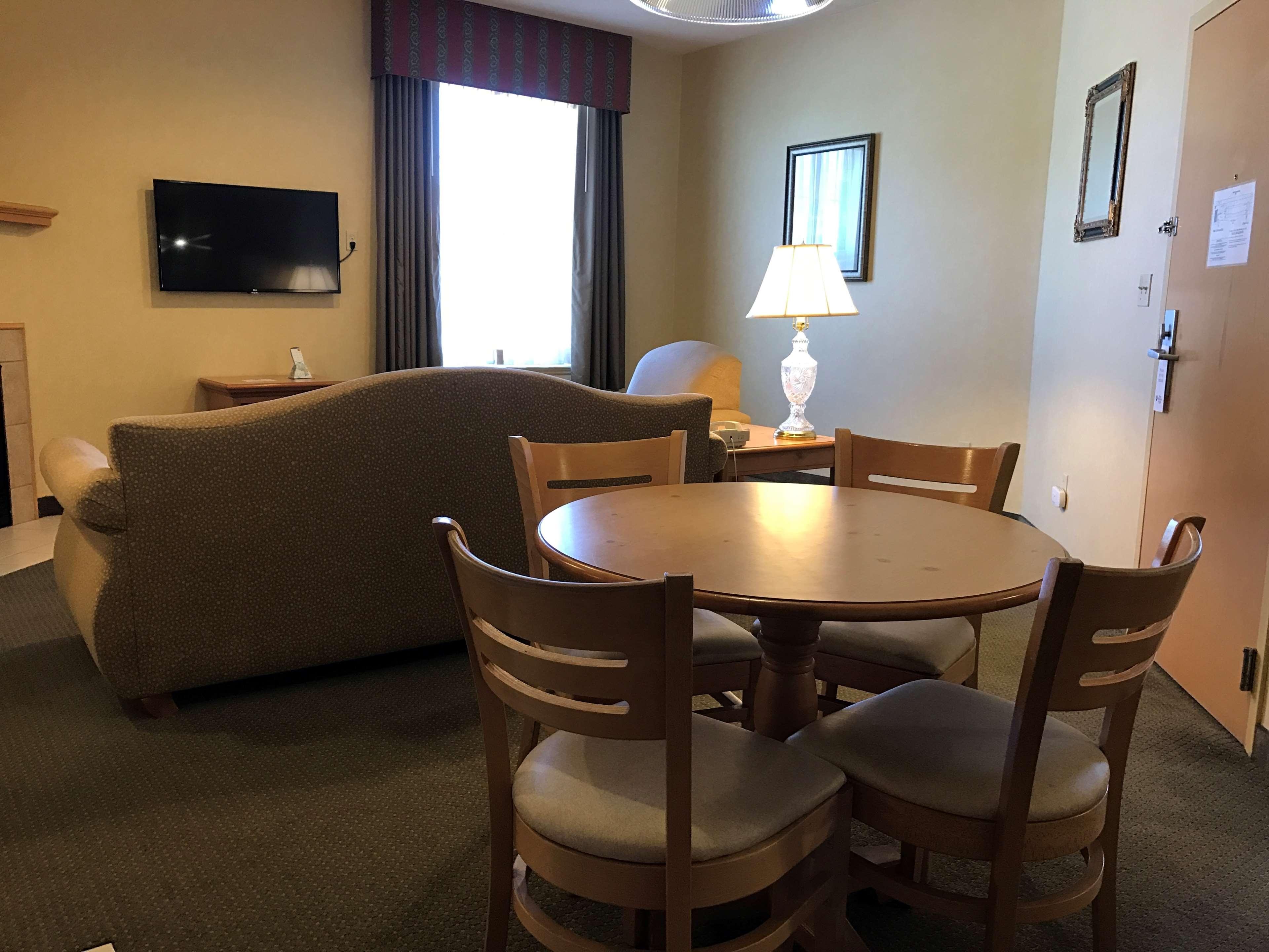 Best Western Plus Revere Inn & Suites image 23