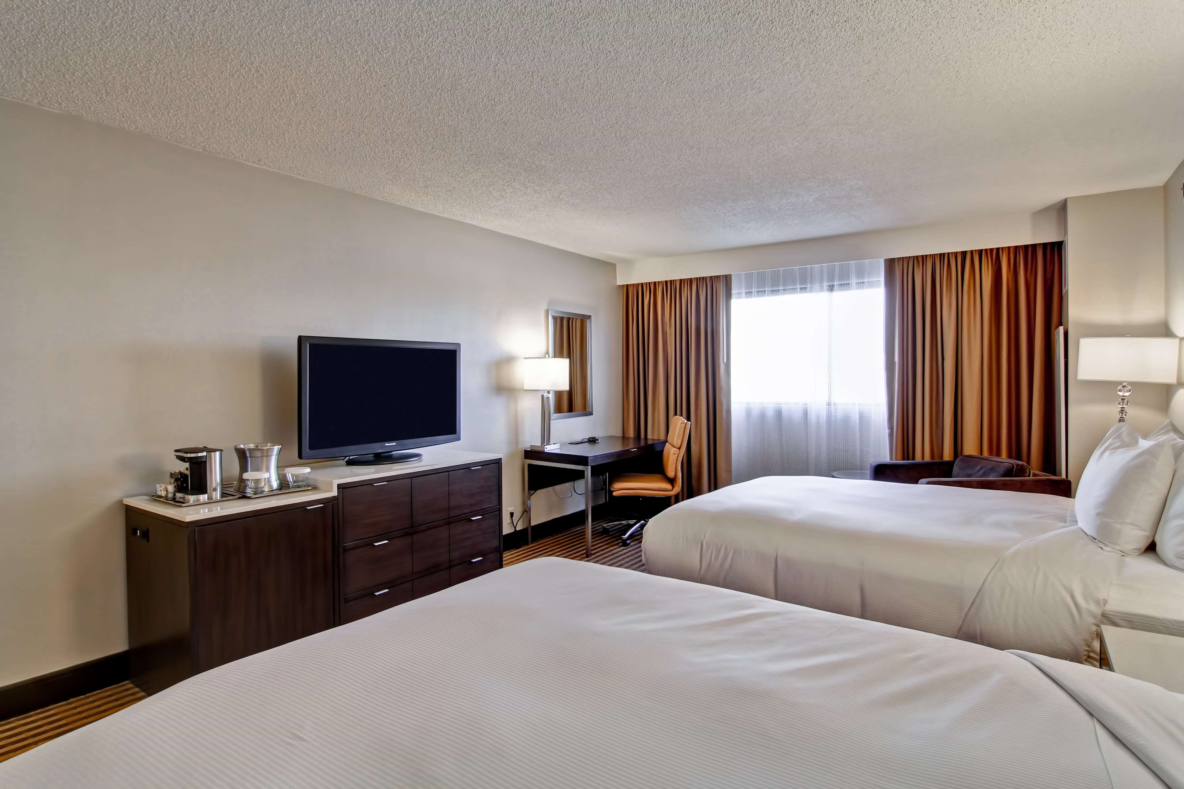 DoubleTree by Hilton Hotel Pleasanton at the Club image 35